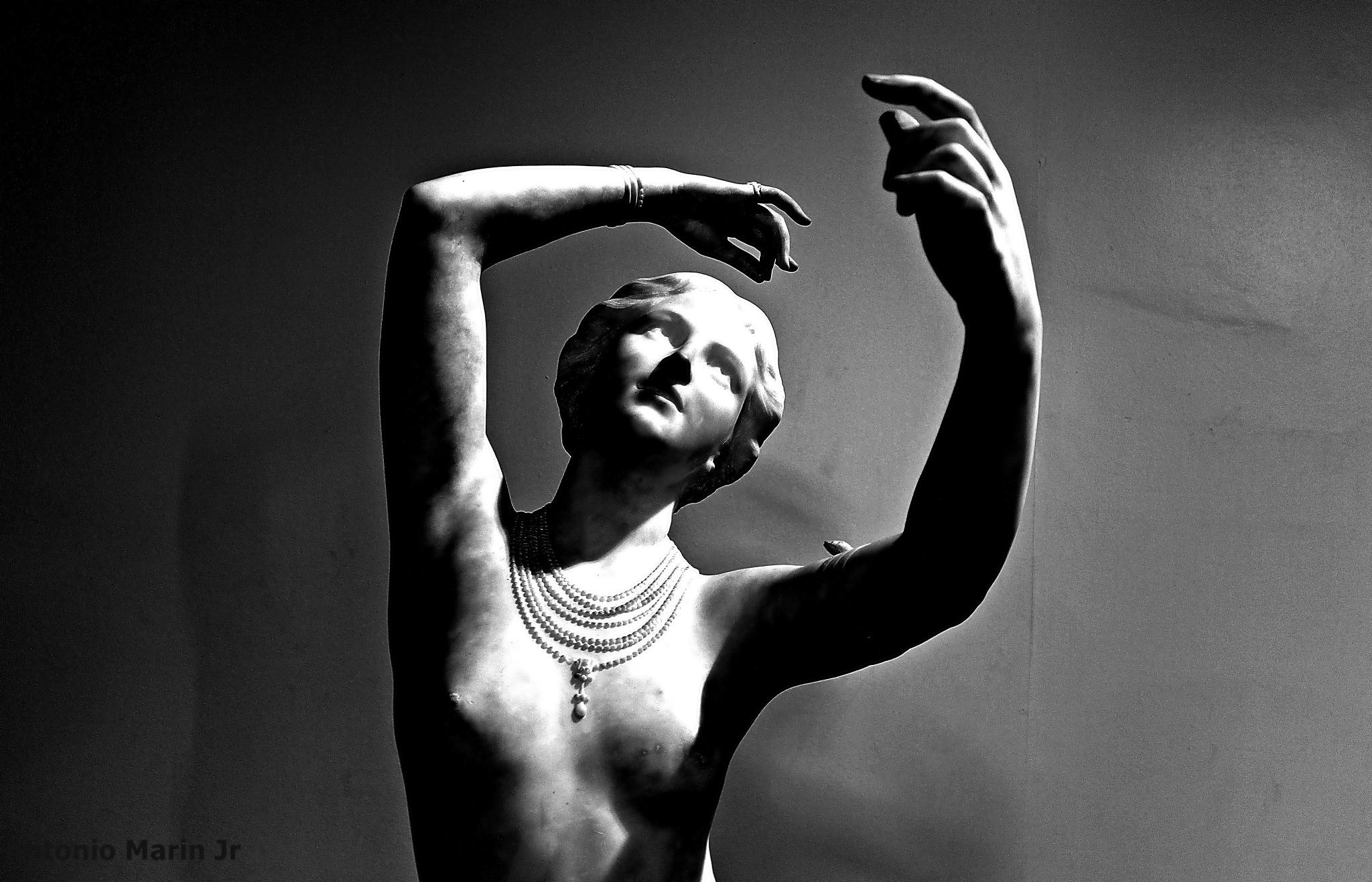 Crysis - Escultura de A. Faoust  by Antonio Marin Jr