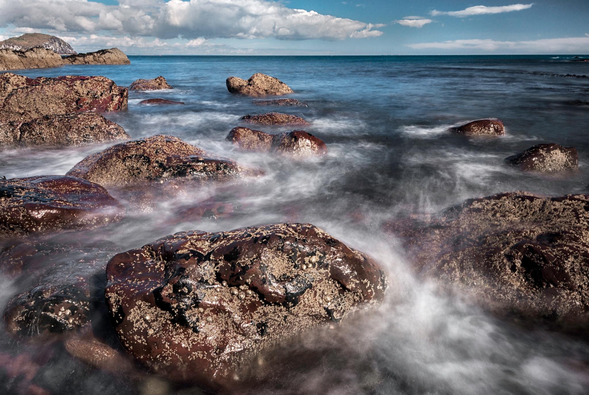 Sea and rocks by nikolai.zemljannikov