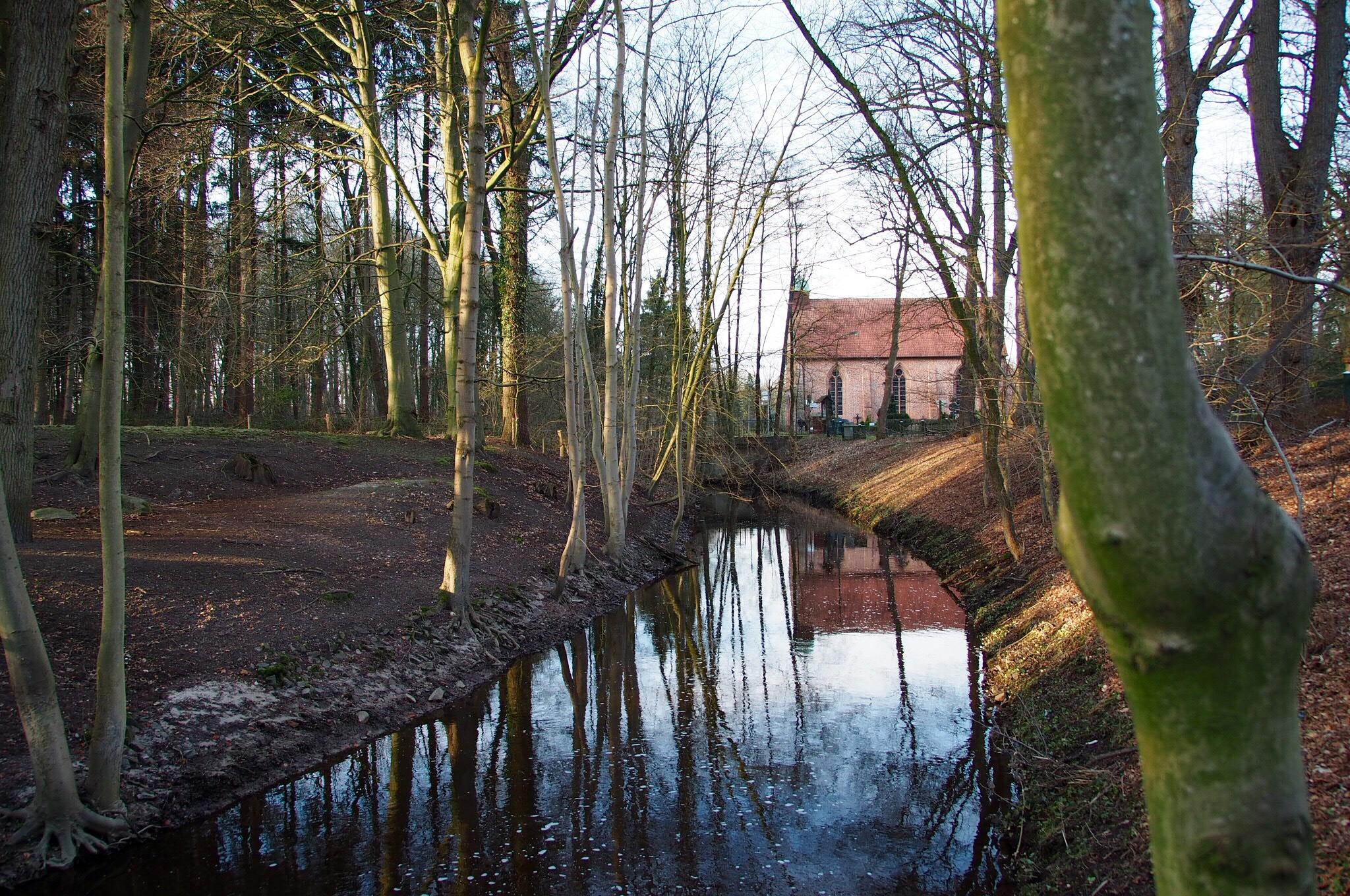 Water Reflection  by landymoni