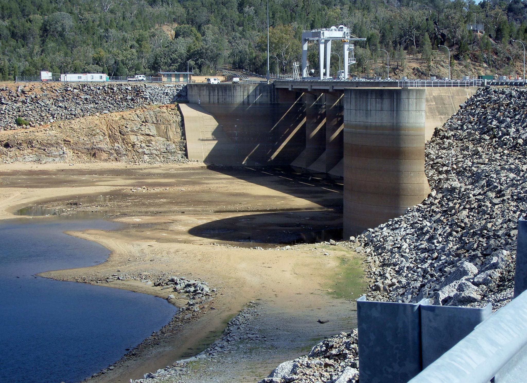 Wyangala Dam, near Cowra by valli.hemp