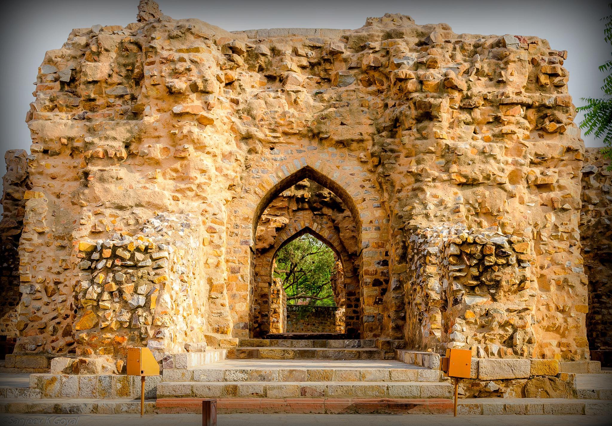 Qutab Complex by sanjeev.k.goyal.10