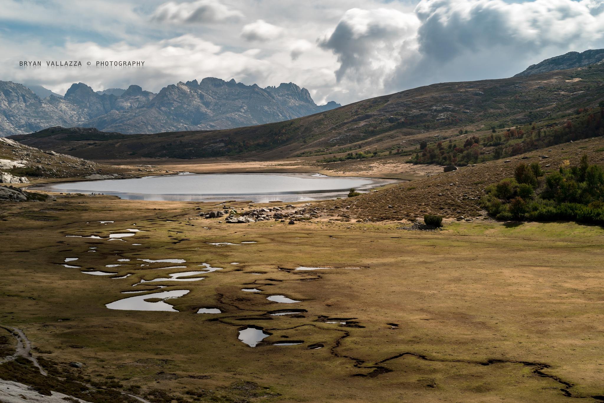 Lac de Nino by bryanvallazza