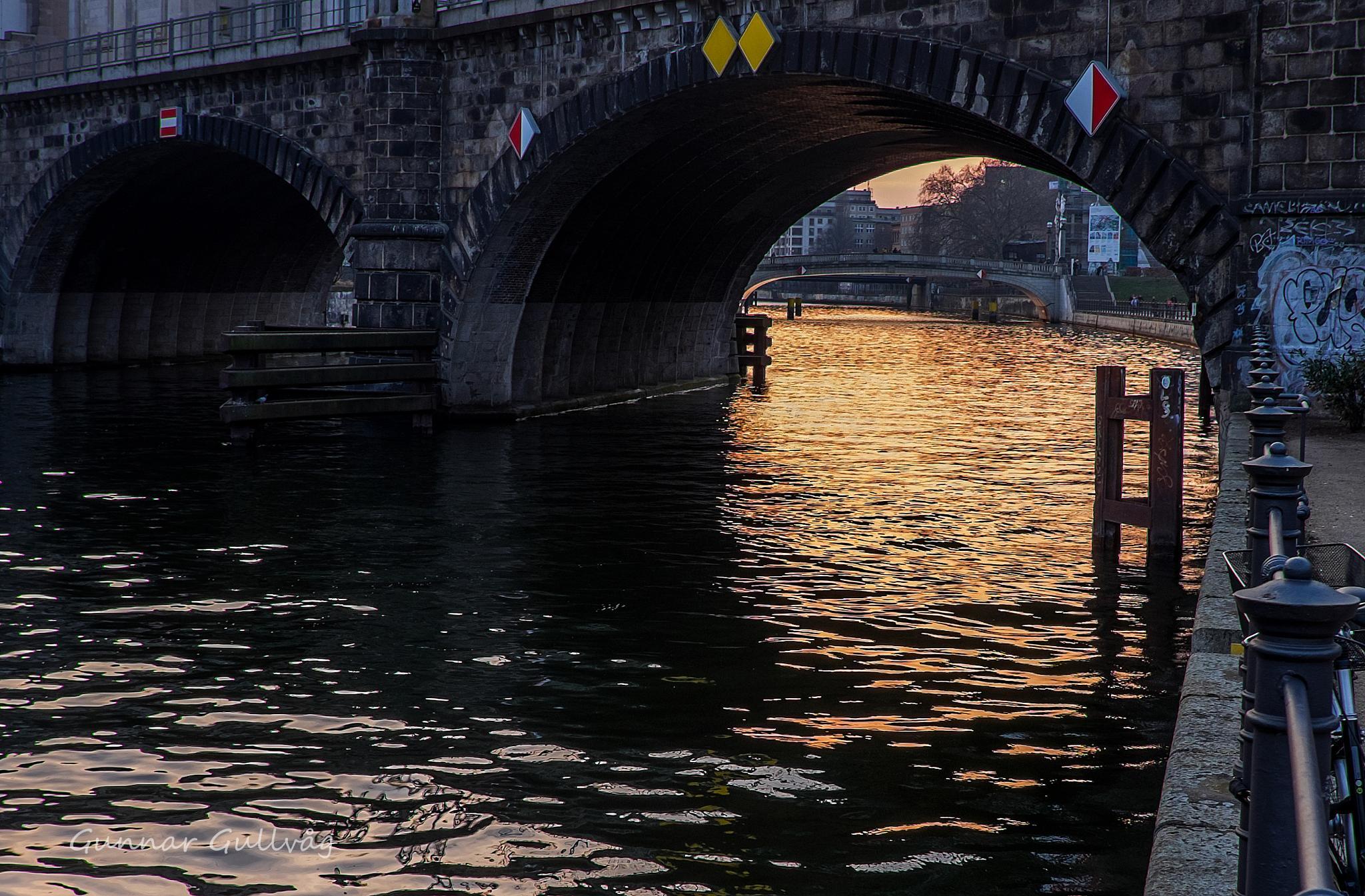Berlin Bridge. by ggullvag