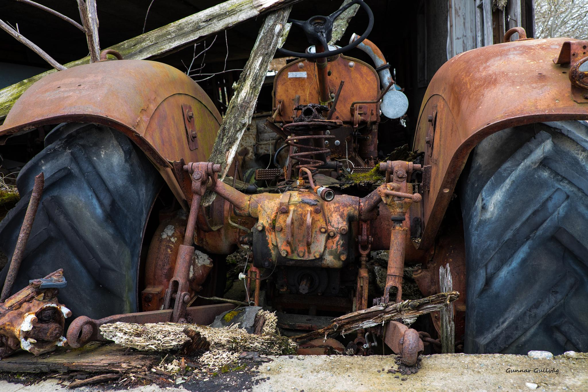 Old Tractor by ggullvag