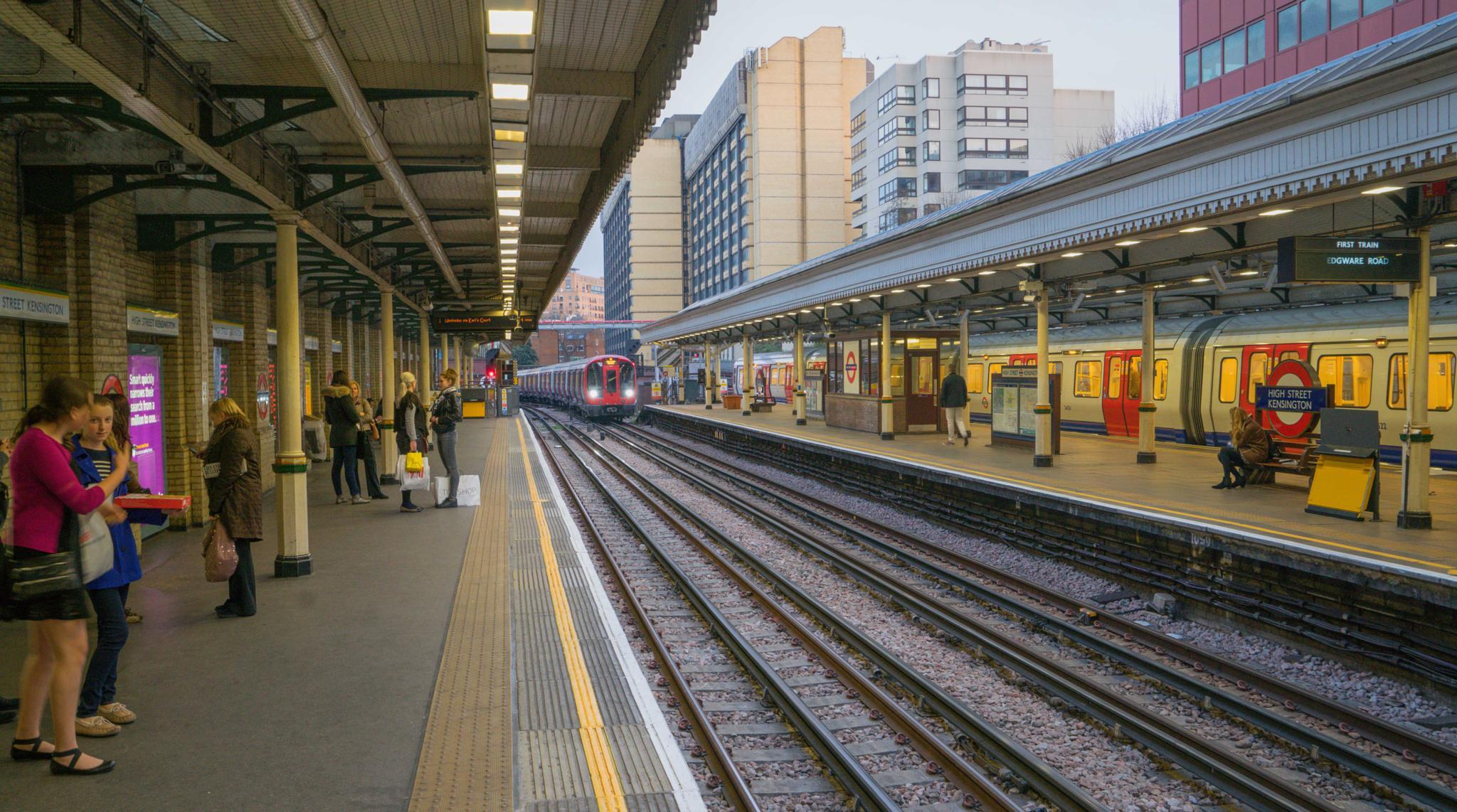 Leading Lines in London by Stephen Schwerdfeger