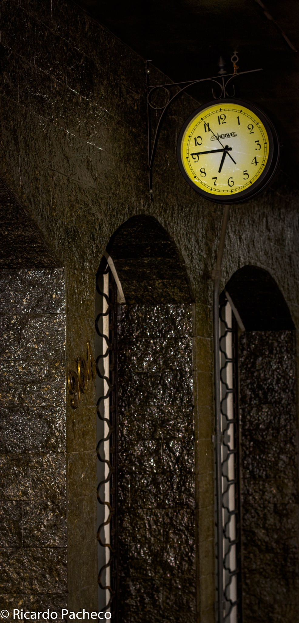 The Time is running by Ricardo Pacheco