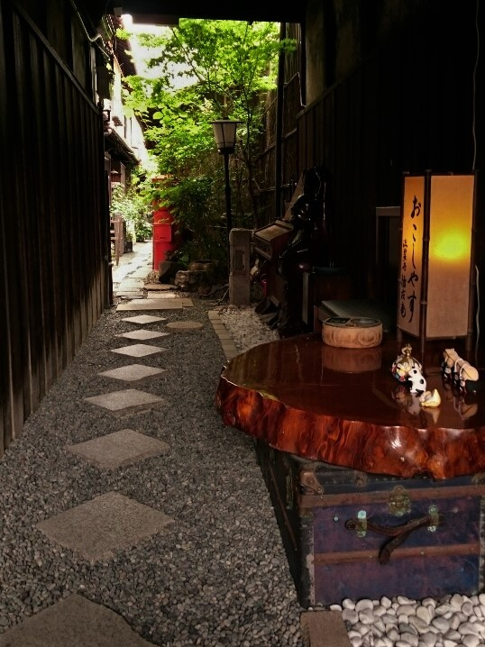Alley to Kaikoan by SANRI