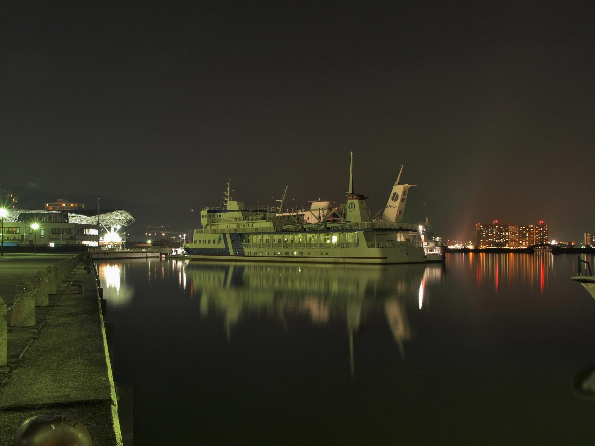 Quiet Otsu Port by SANRI