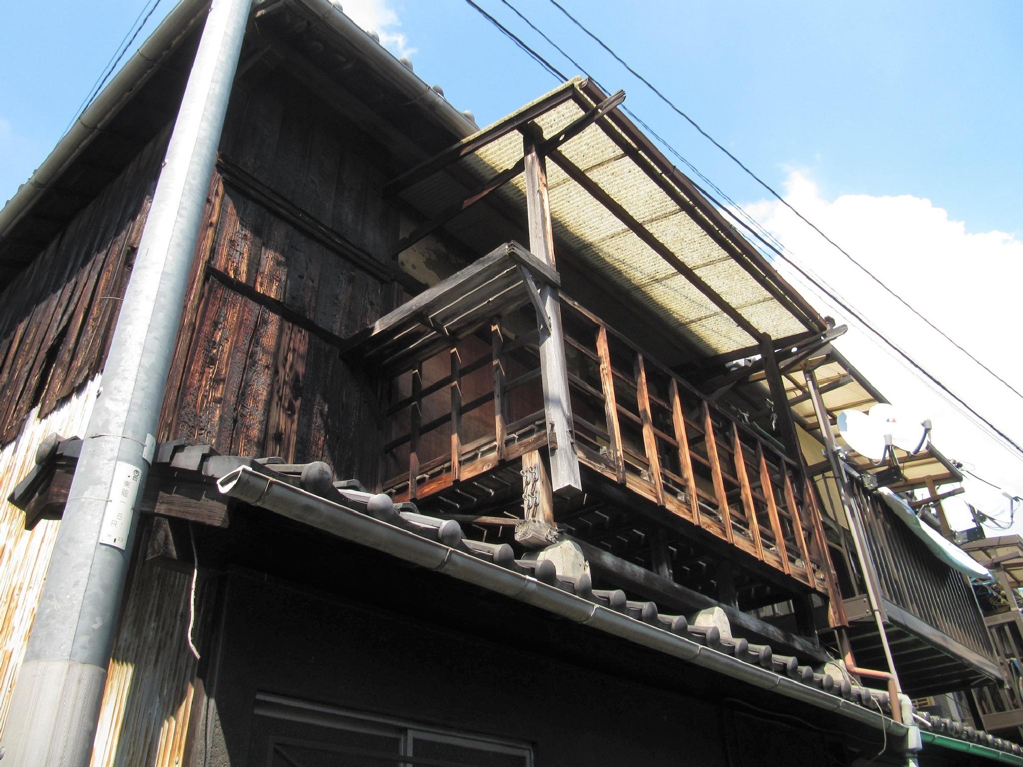 Wooden veranda by SANRI