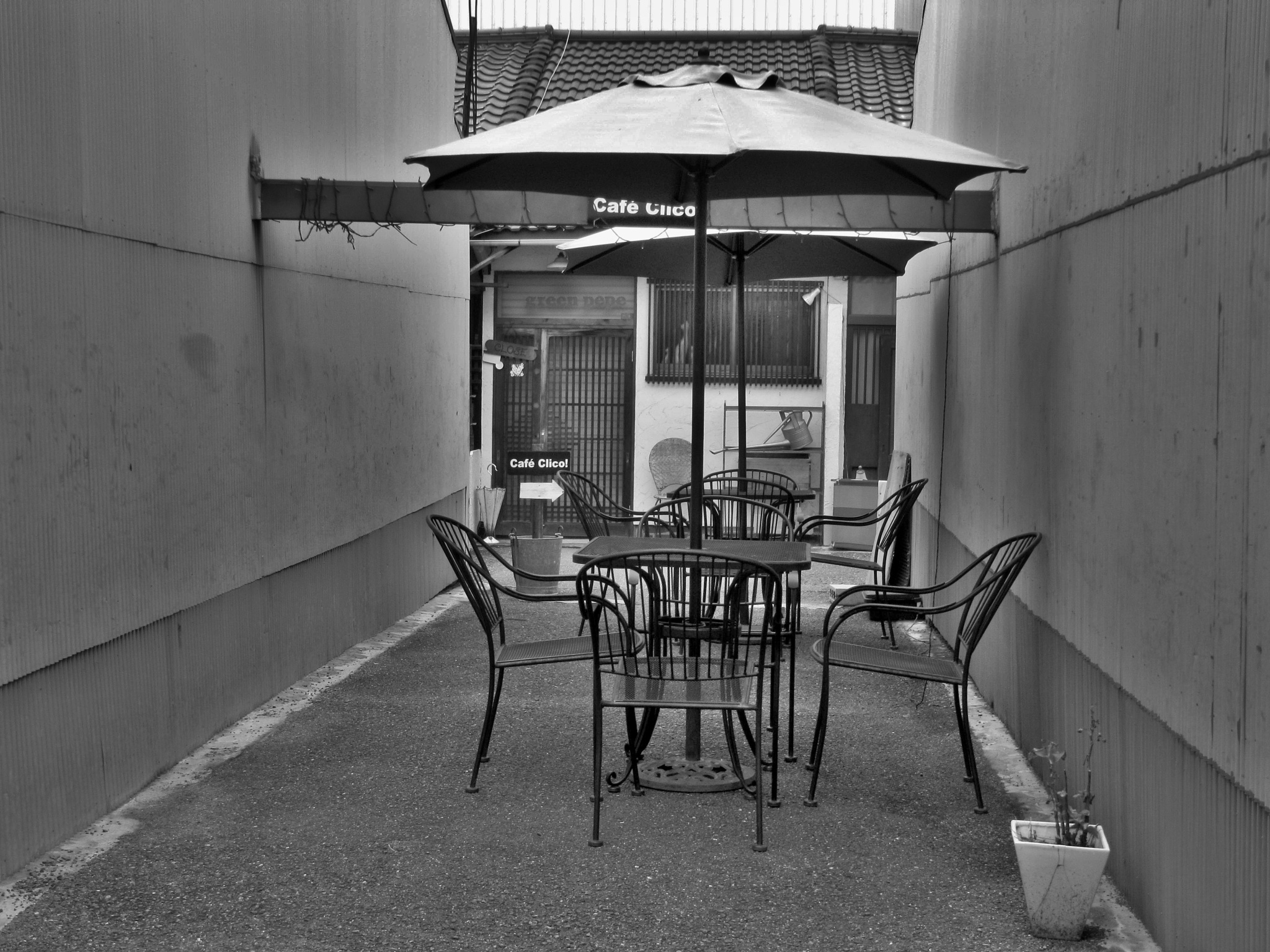 Open cafe in Nakazakicho by SANRI