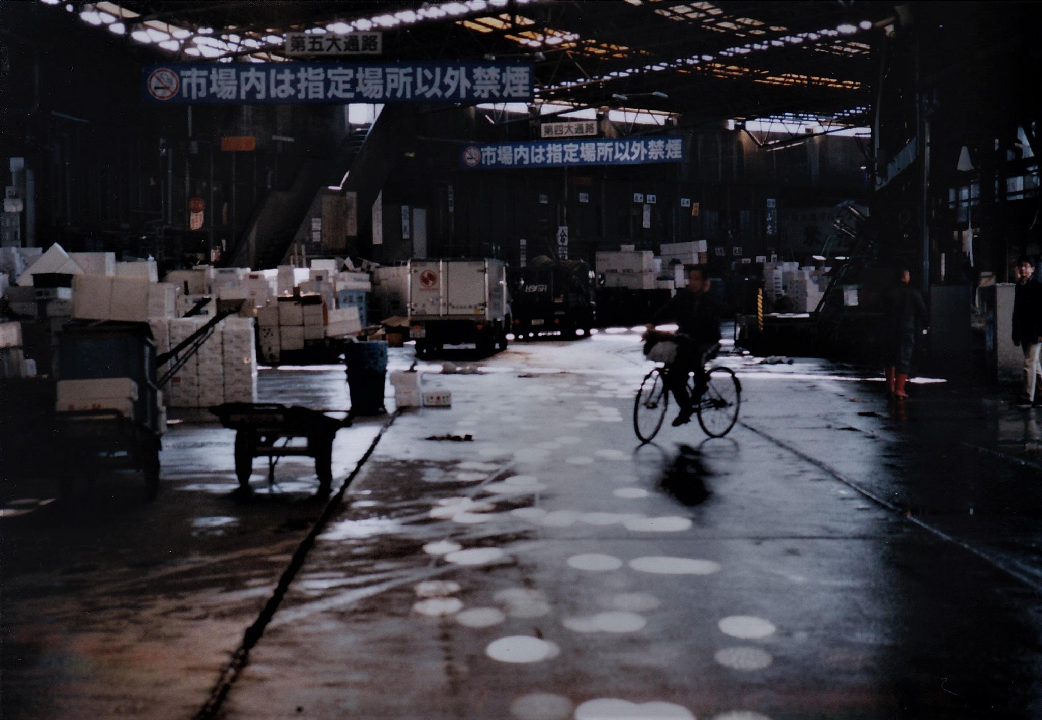 Bicycle at Tsukiji by SANRI