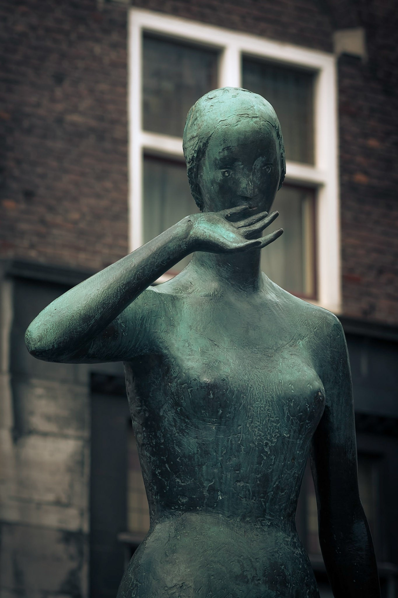 Bronze lady  by Rob Menting