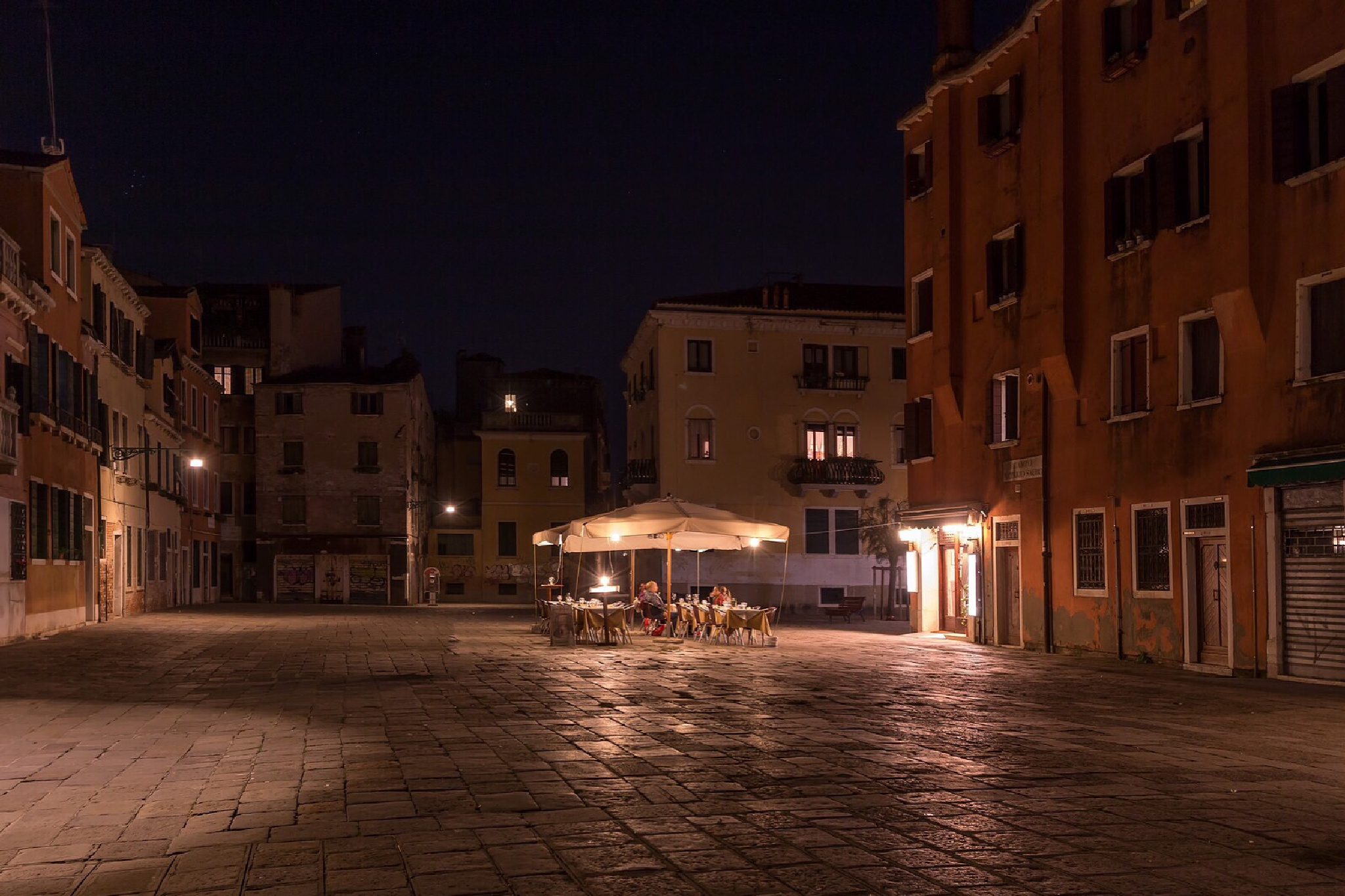 Santa Croce by night  by Rob Menting