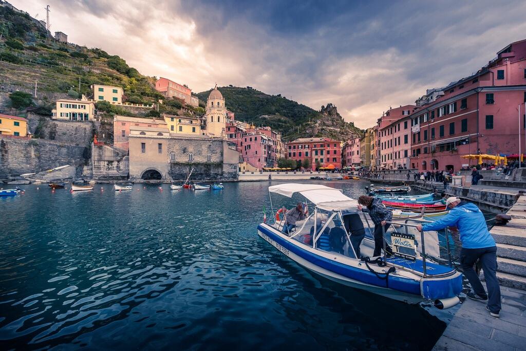 Prendere un taxi a Vernazza  by Rob Menting