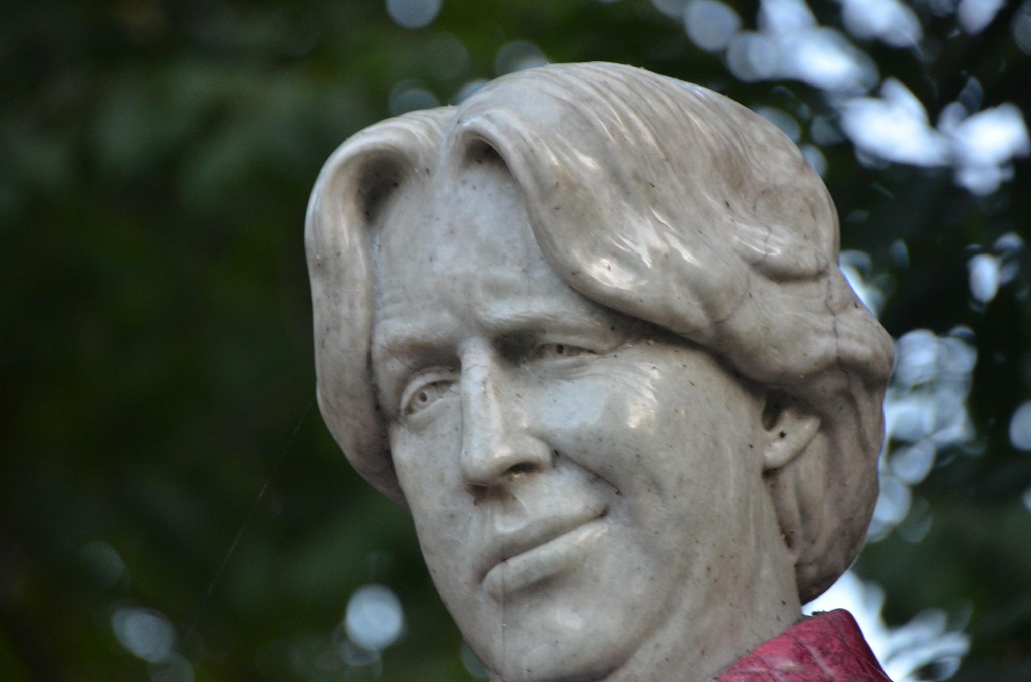 Oscar  Wilde~Merrion Square ~ Dublin, Ireland  September 25,  2017 by domenic.silvi