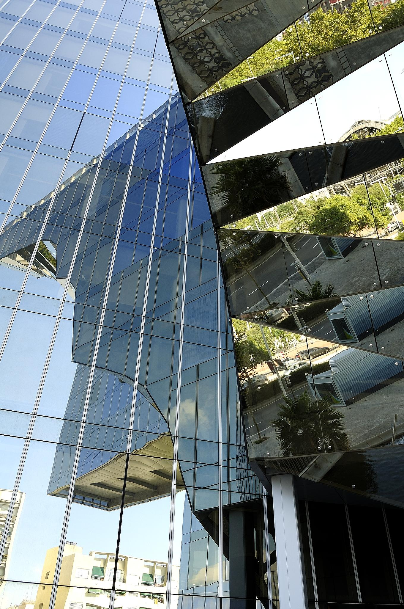 one building many faces by Witold Buraczynski