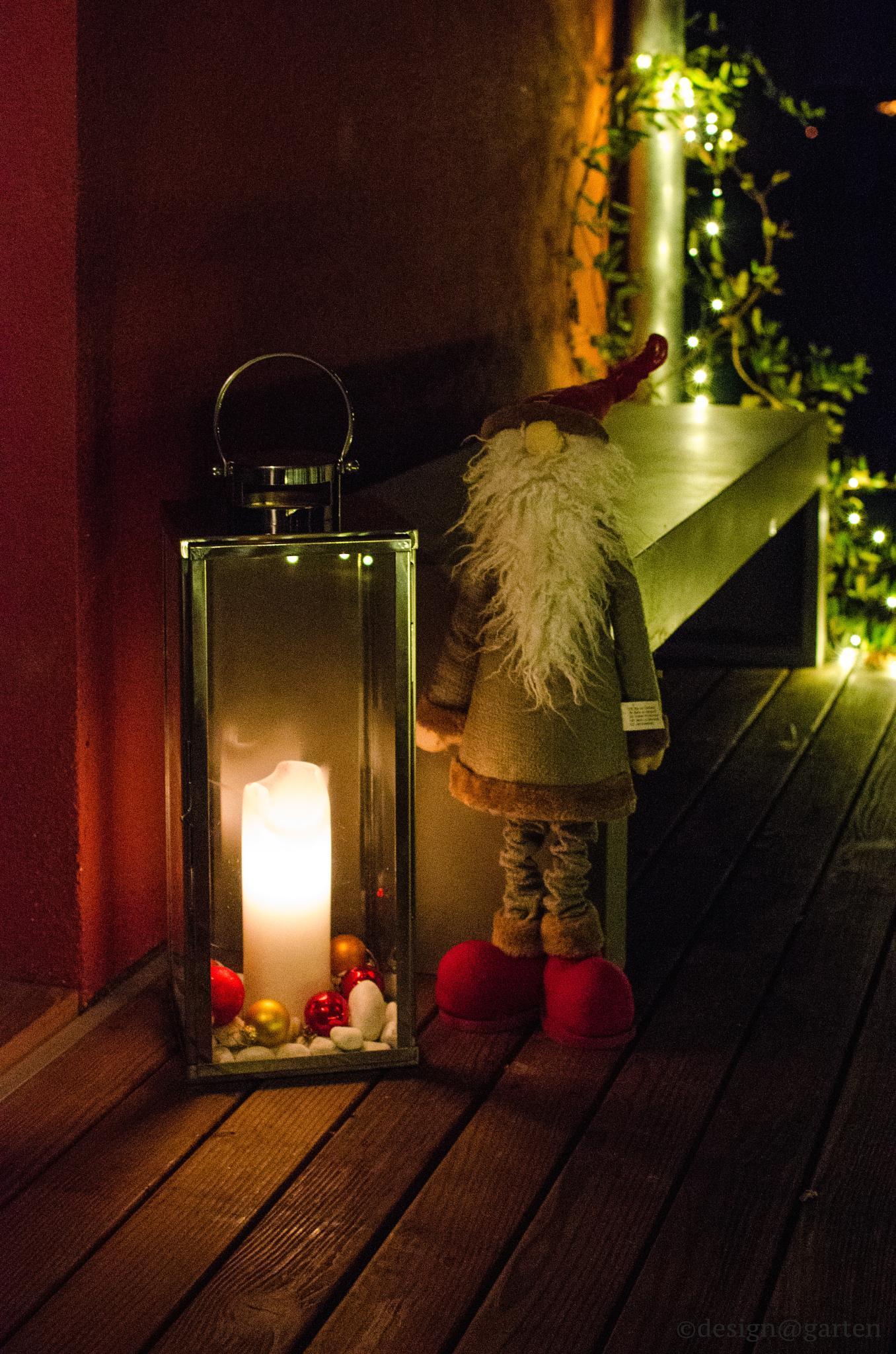 christmas home guarding by designatgarten
