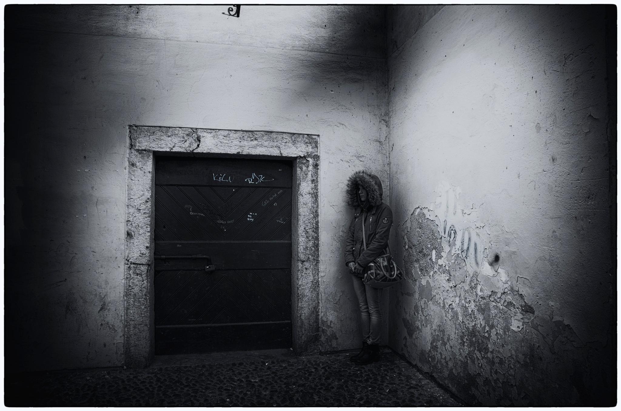 Photo in Black and White #donna #woman #triste #bianco e nero #b & w #black and white #monocromia #pentax #k5 #sera
