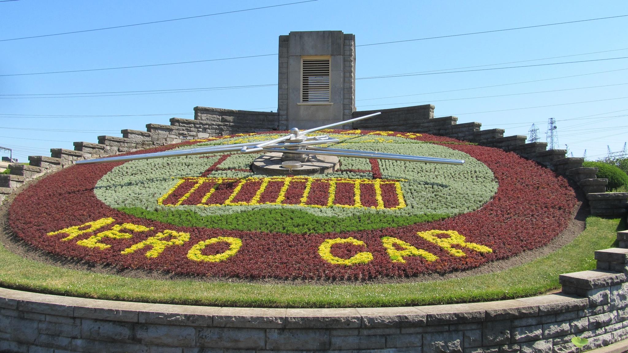 Famous Niagara Falls Clock by simonp