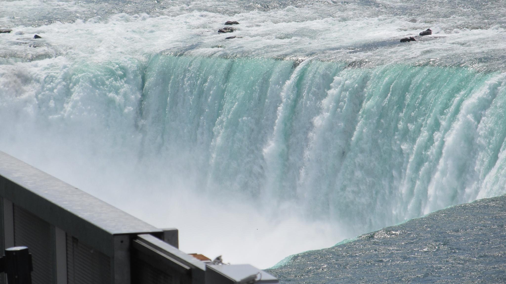 Niagara Falls  by simonp