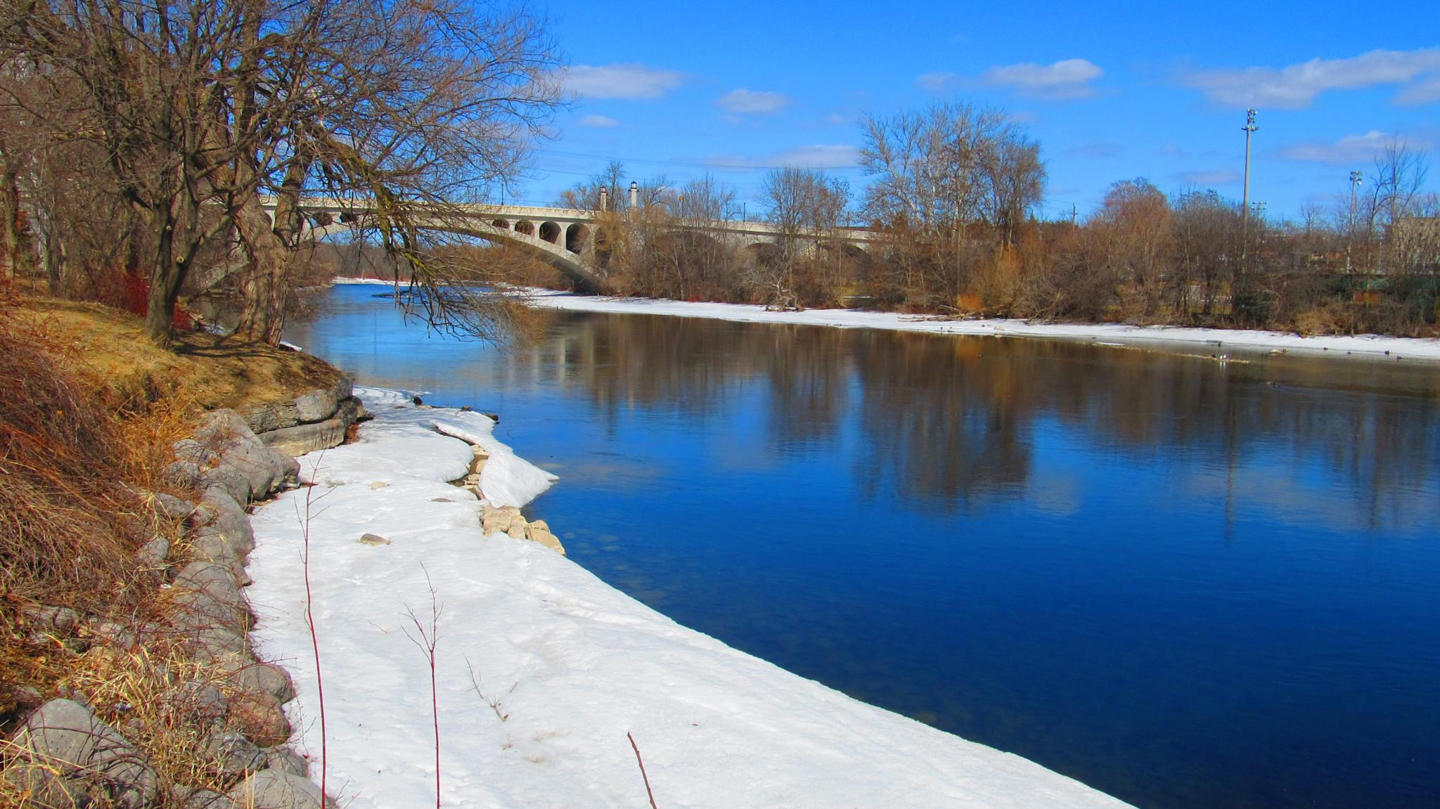 snow banks  by the River by simonp