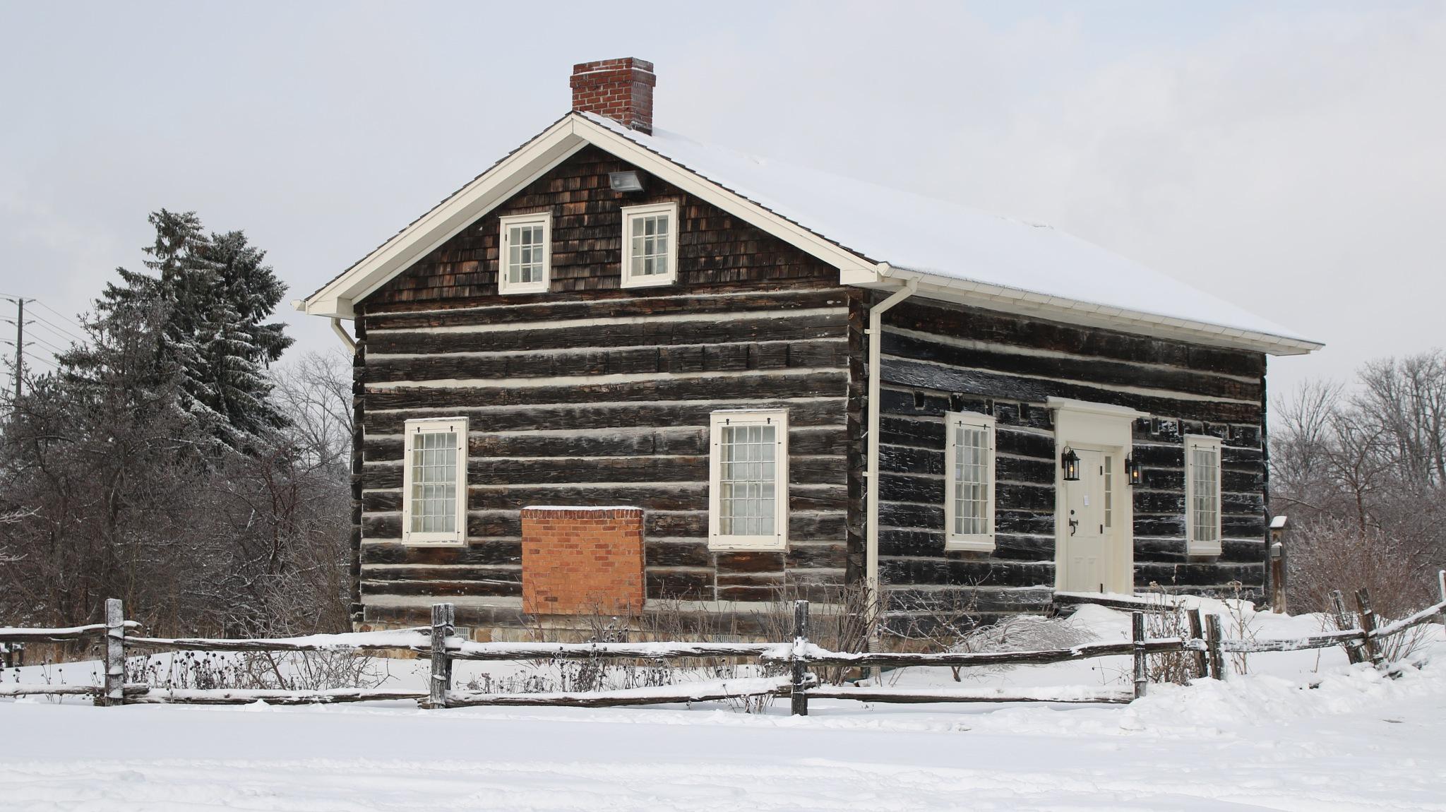 Lesley Log House  by simonp