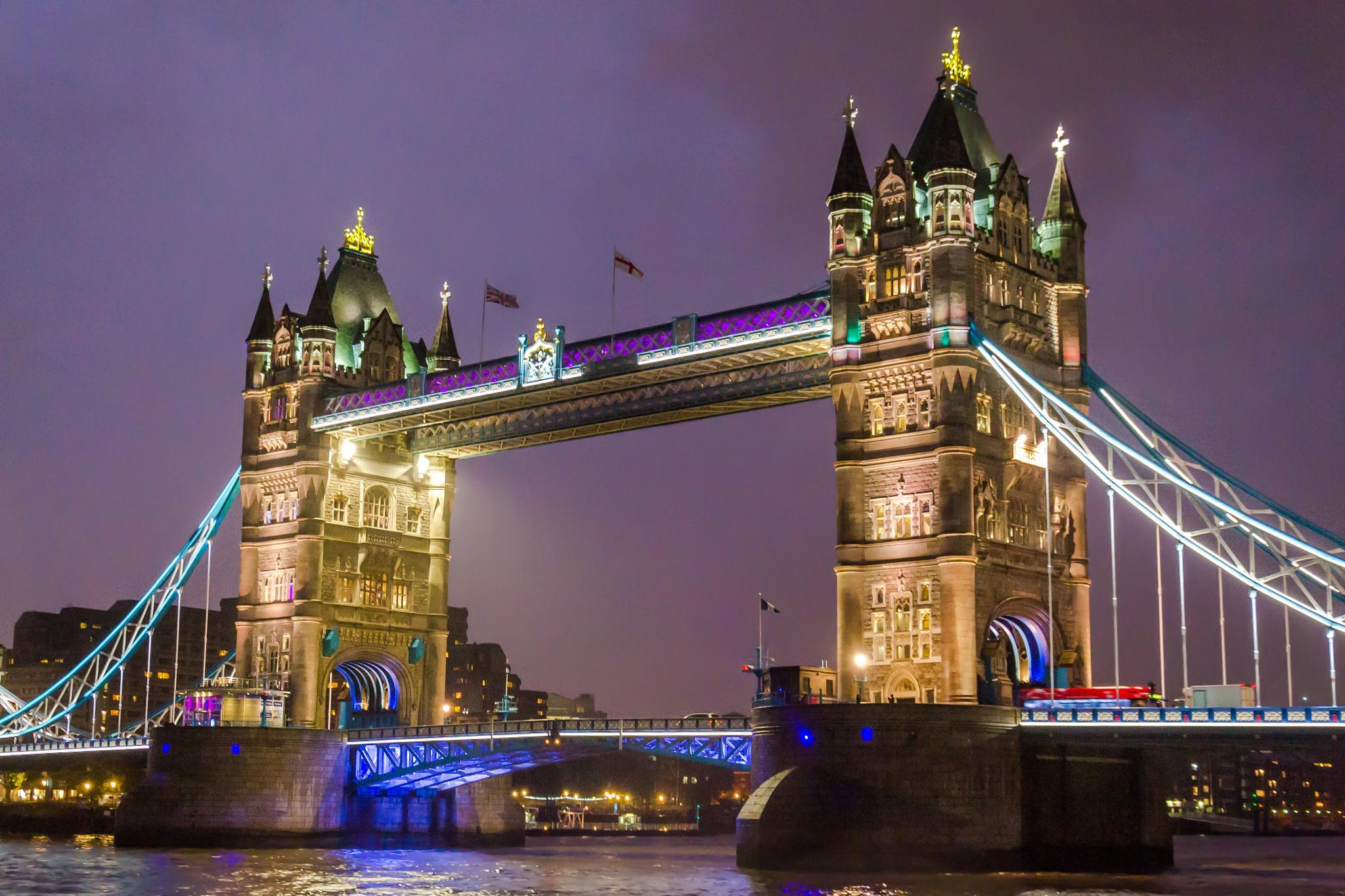 London    England by Petru Stan