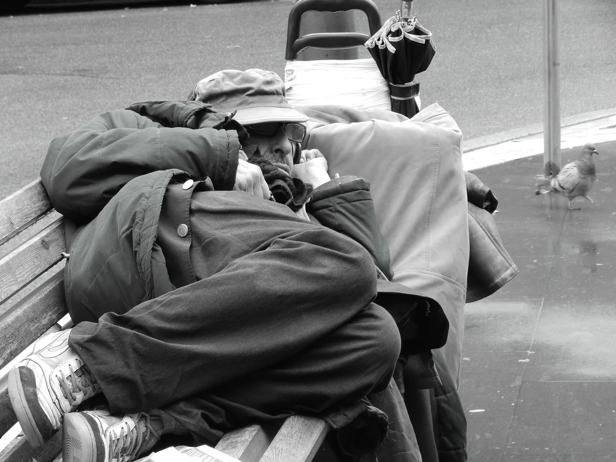 sleeping thin in the middle of the rain without think (4) by Juan Carlos Mendez (jcarlmendez@gmail.com)