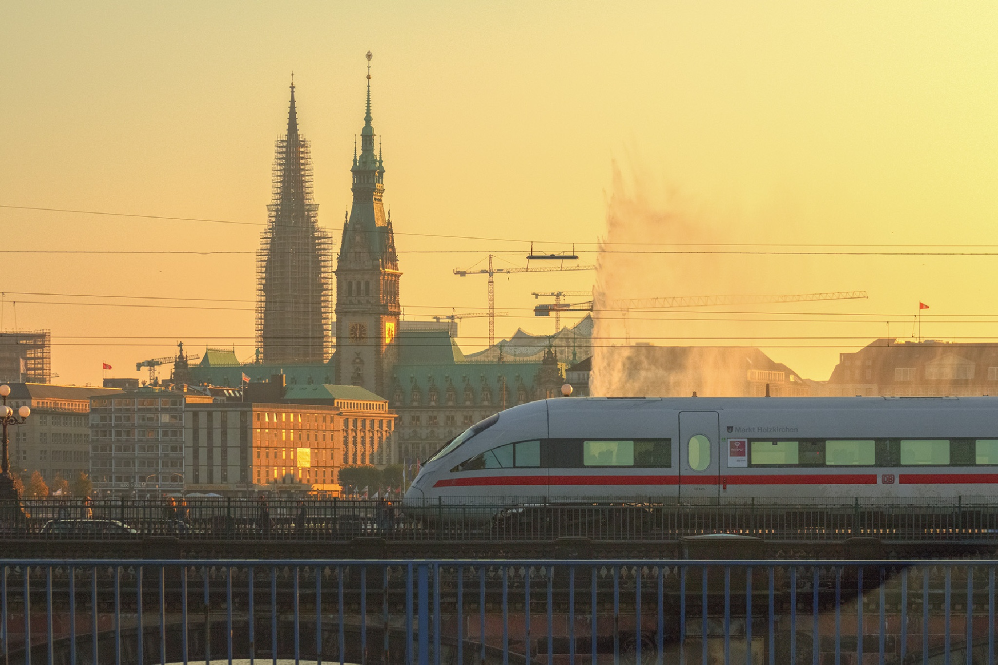 Hamburg - ICE train by Maik Richter Photography