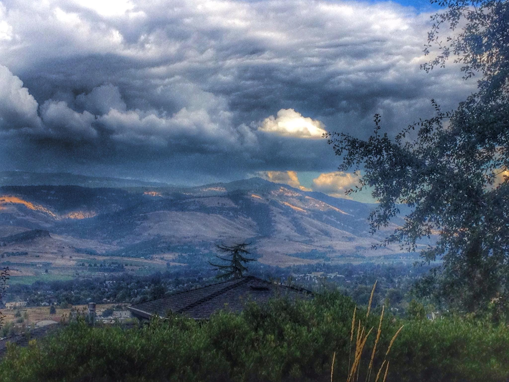 Photo in Landscape #mountains #beautiful #oregon #stormy #skies #sky #cloudy #light #dark #homes #hike #visit #climb #gorgeous #live
