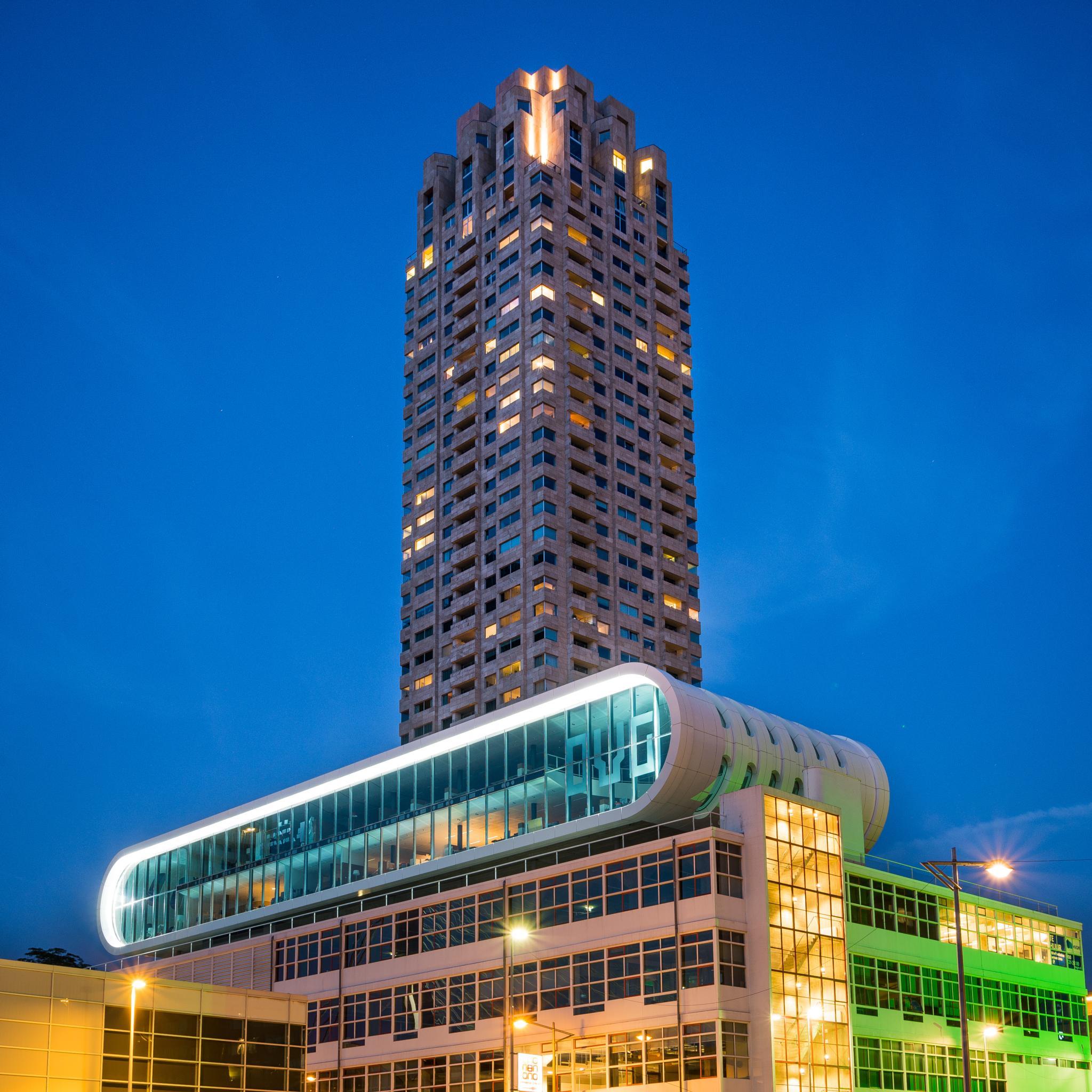 Evening building by oskarn74