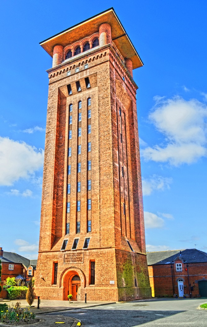 Bedworth Water Tower by Ian Gardner