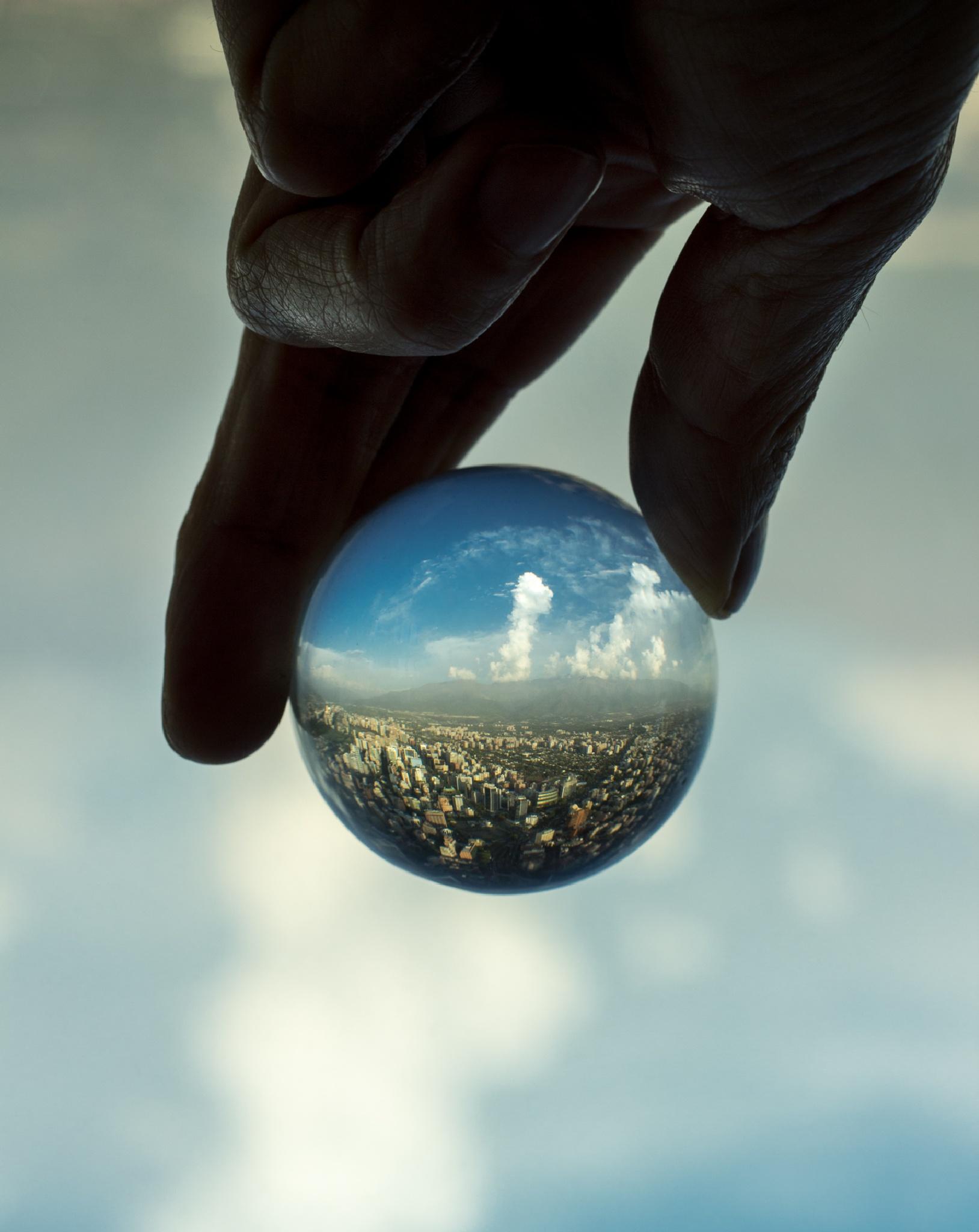 Esfera by Camilo Towers