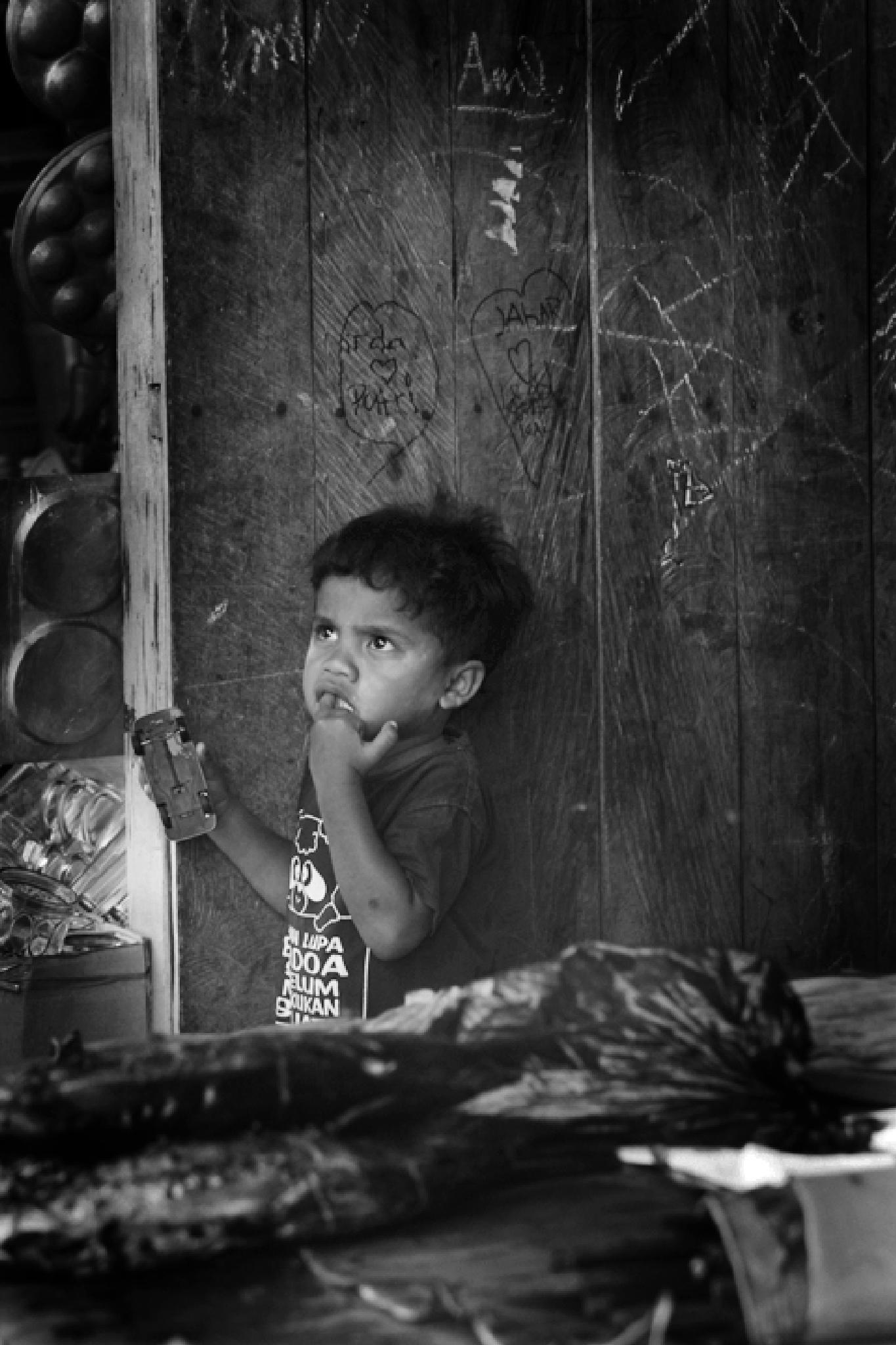 Focus of fear Eye of a Moppet. by Hamzah Zain