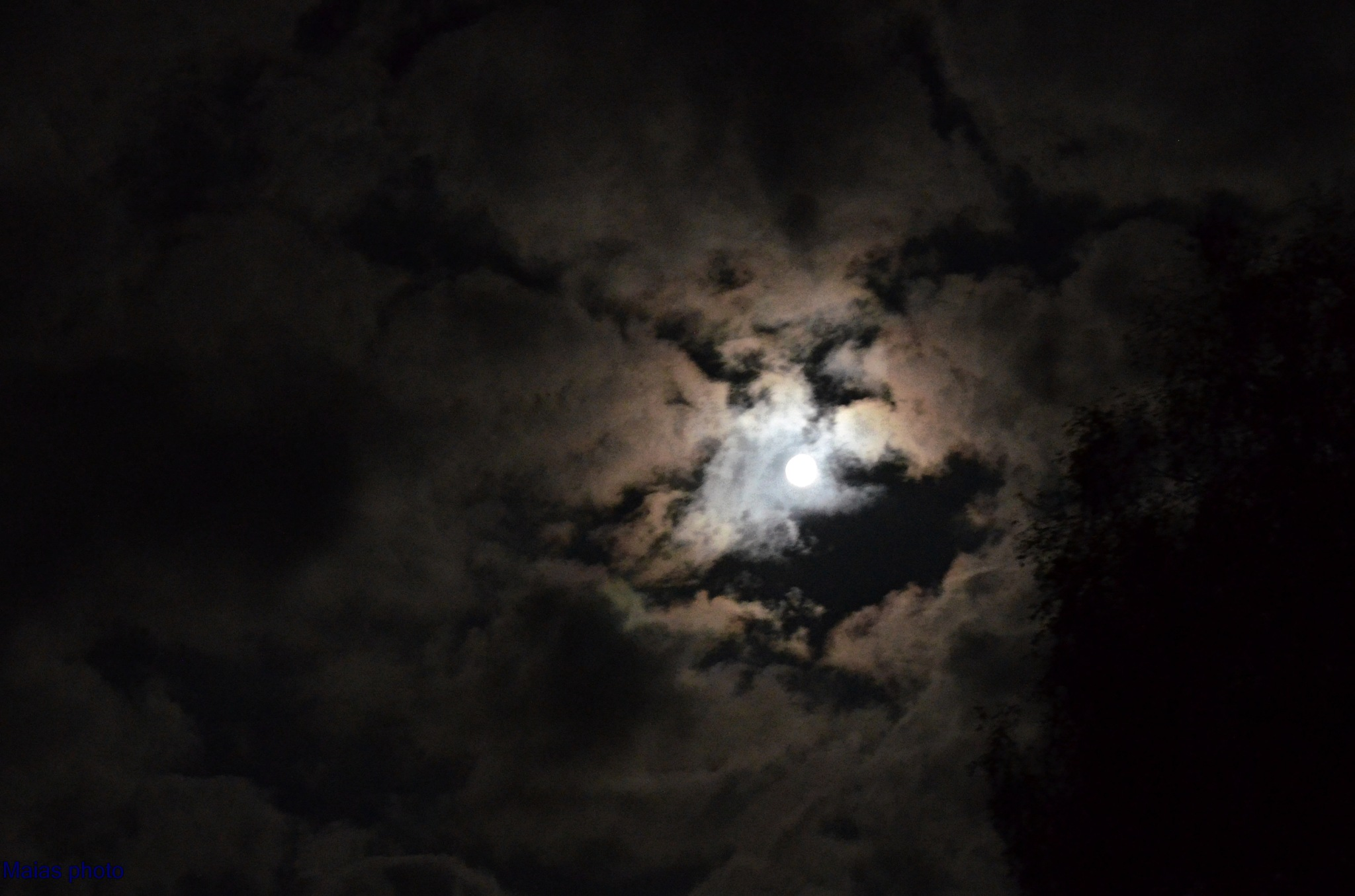 Hål i molnen by Maias photo