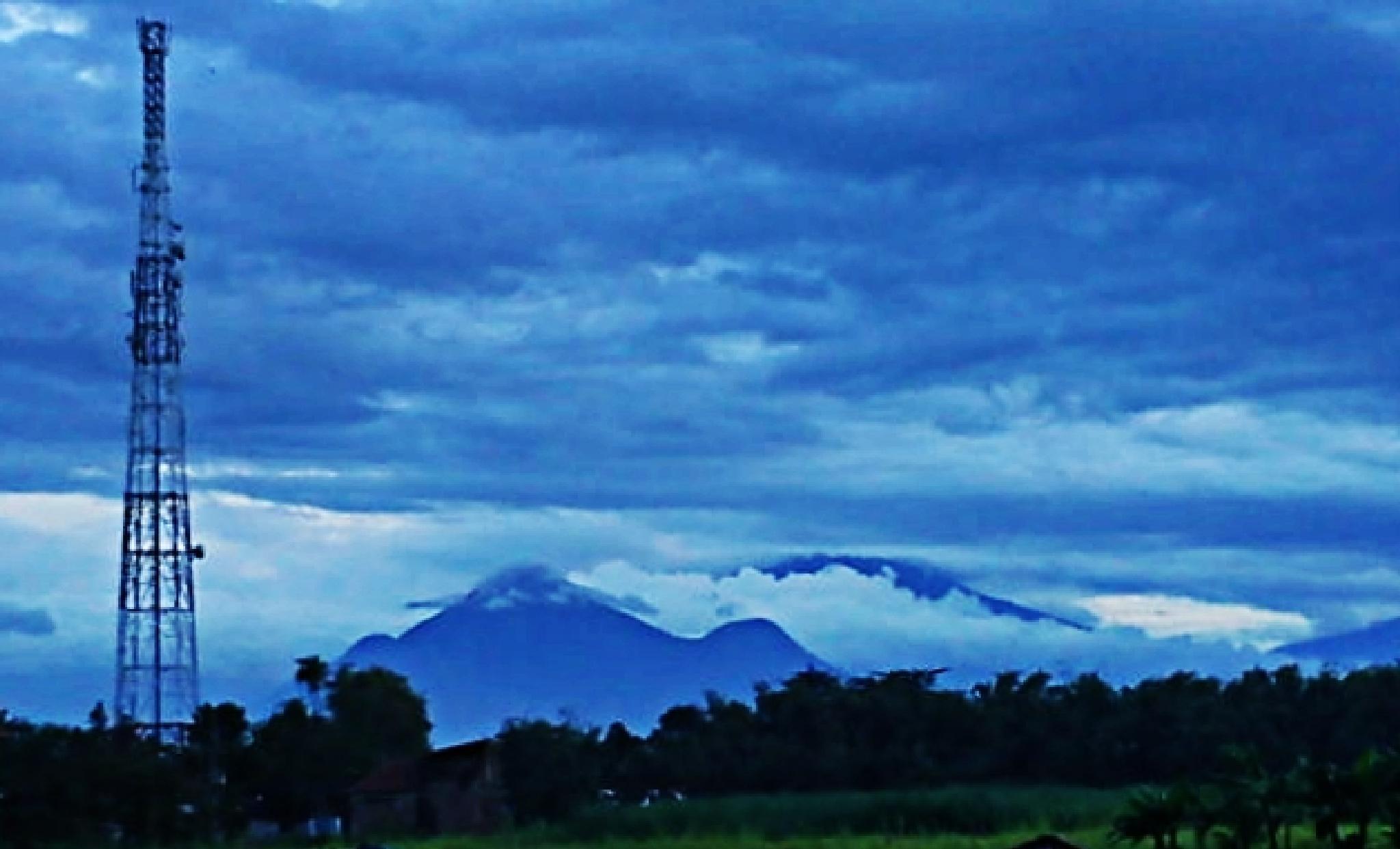 Penanggungan Mountain by ciplukan niz3