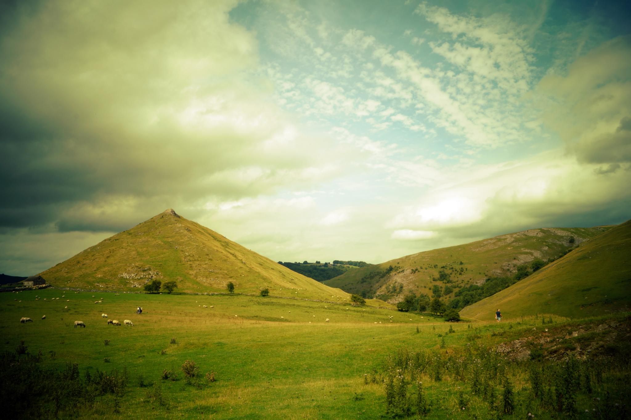 Thorpe Cloud by imurfin
