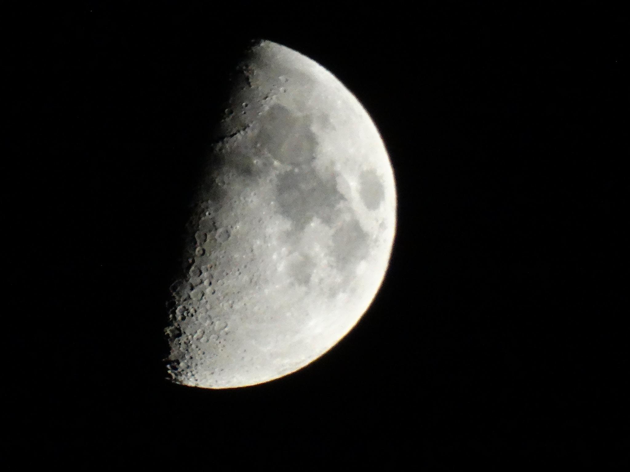The moon! by Ronald.Karels