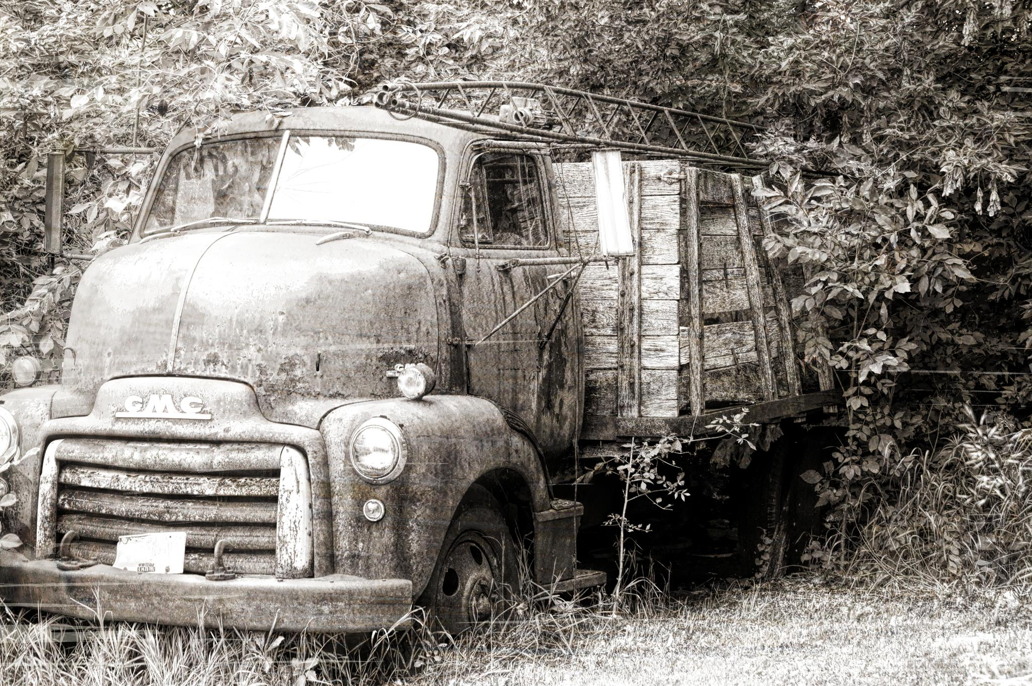 old farm truck by cnnhlms