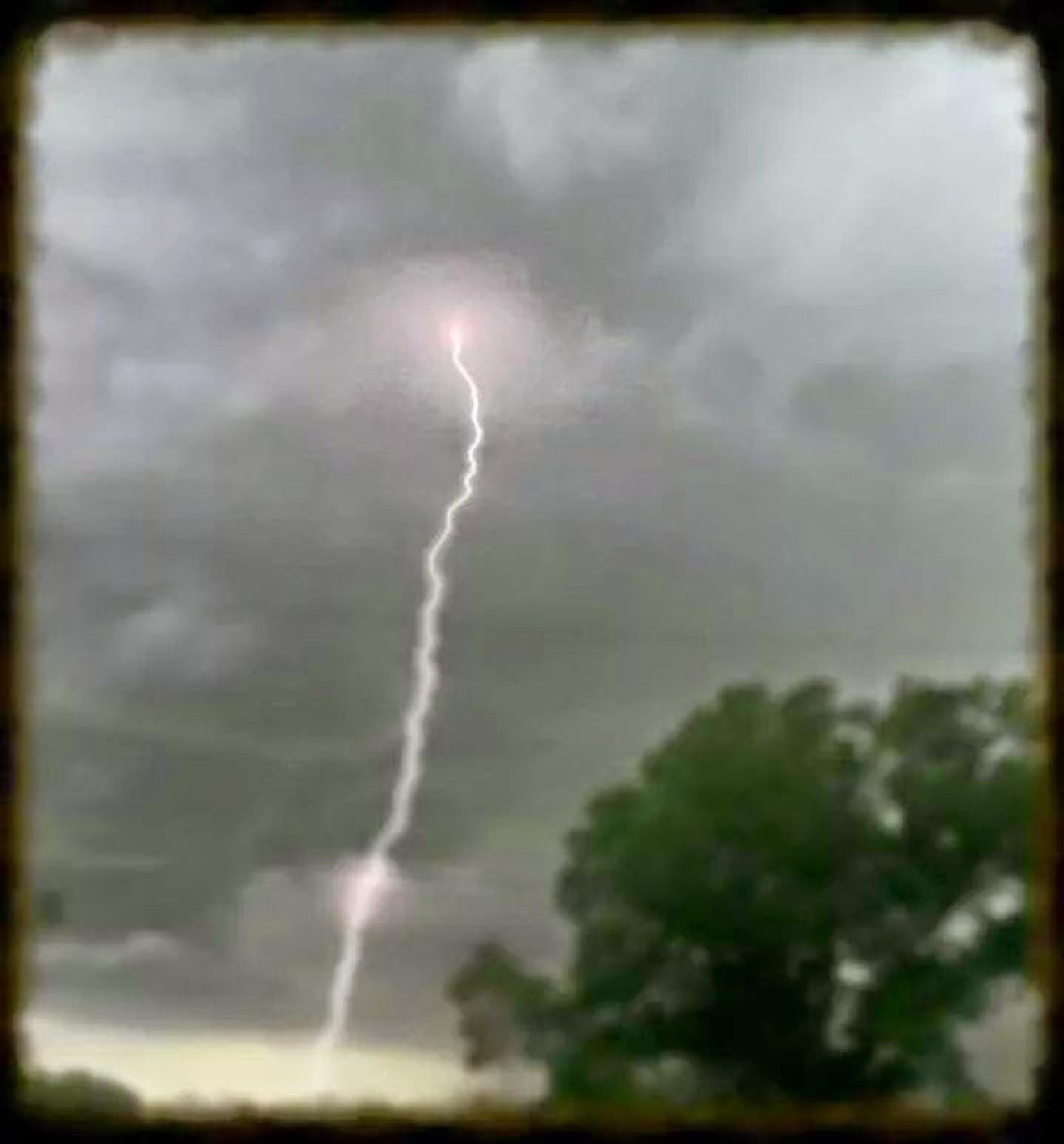 lightning strike by jessica.k.whitehead1