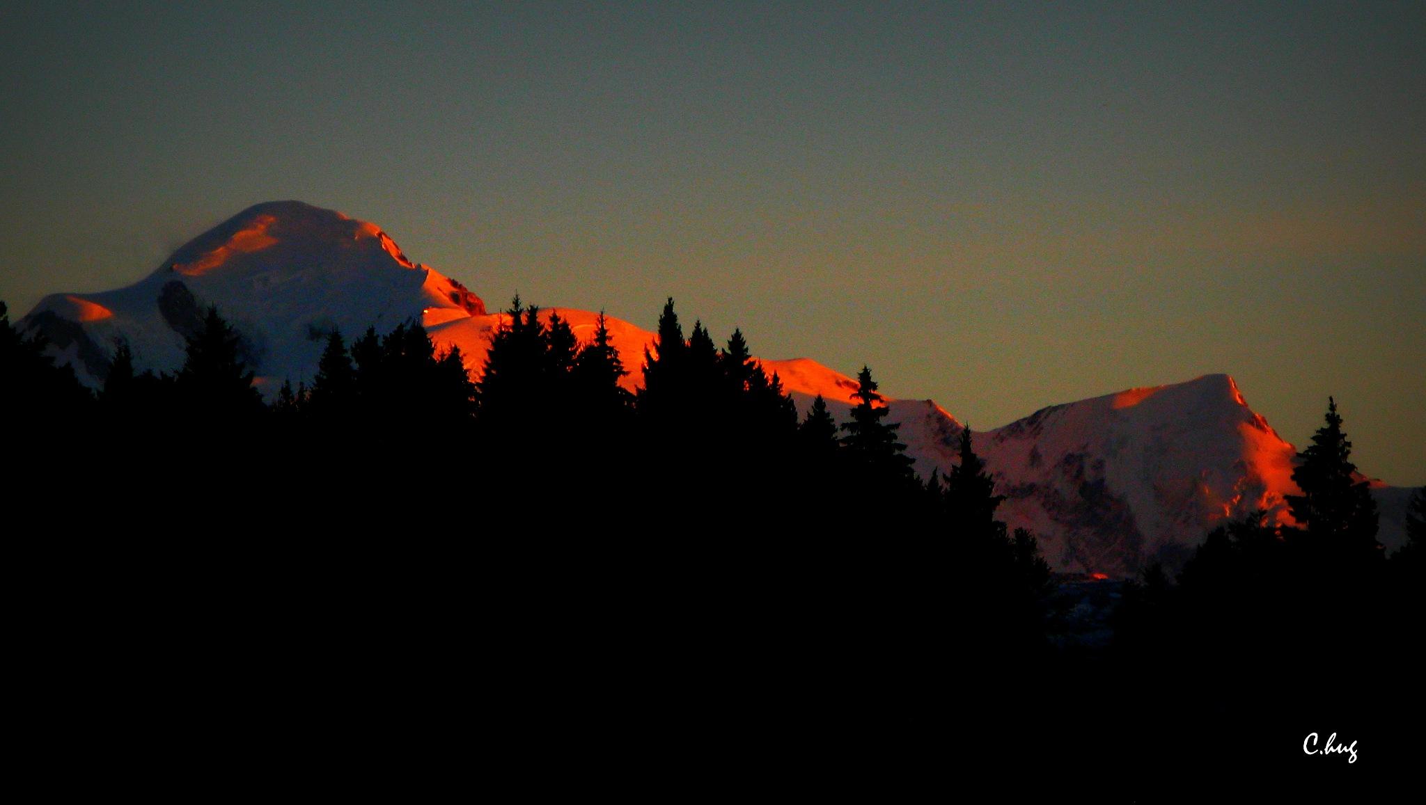 Coucher de soleil sur le Mont Blanc by Huguenin Claude