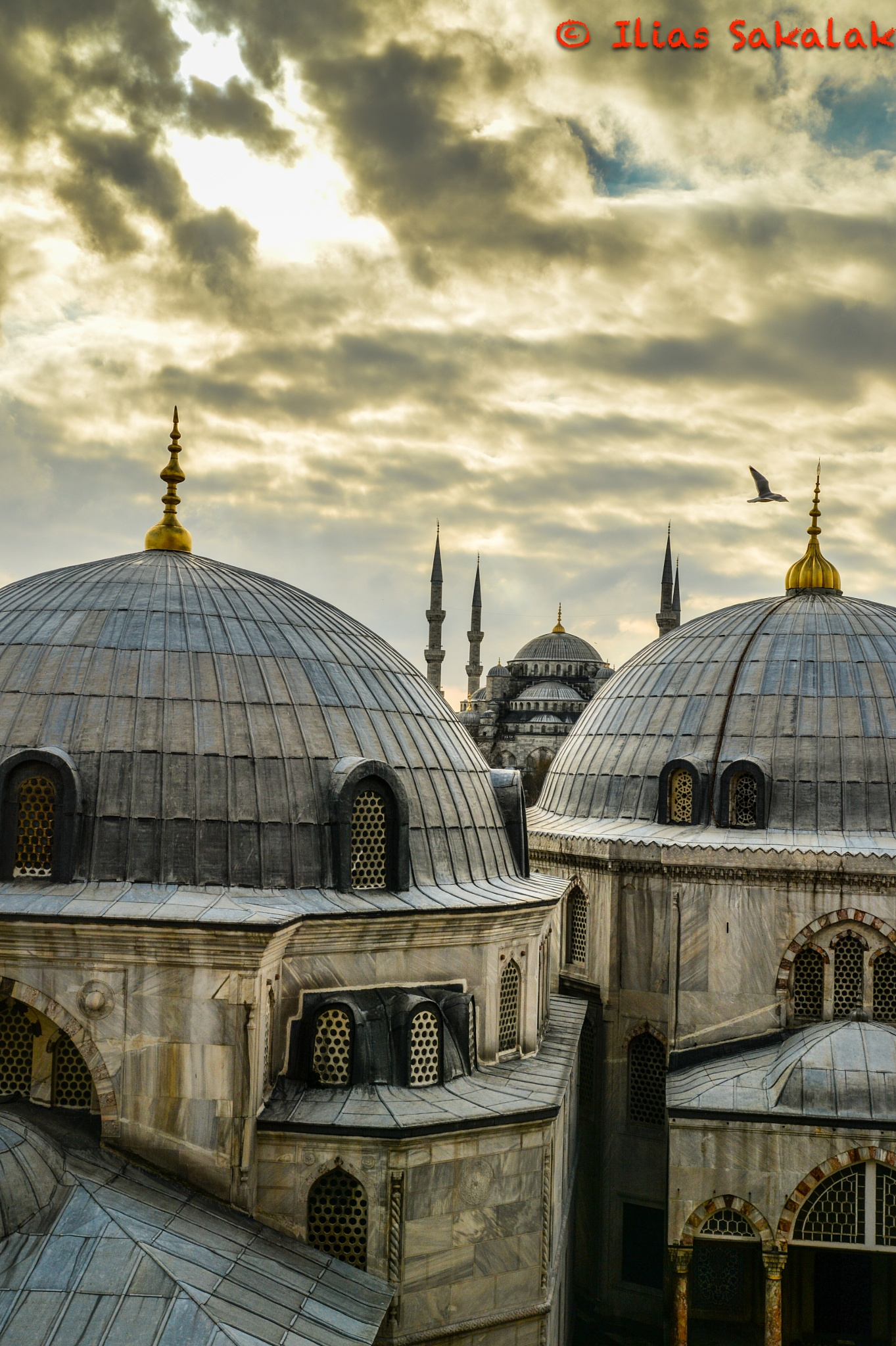 Istanbul by Ilias Sakalak