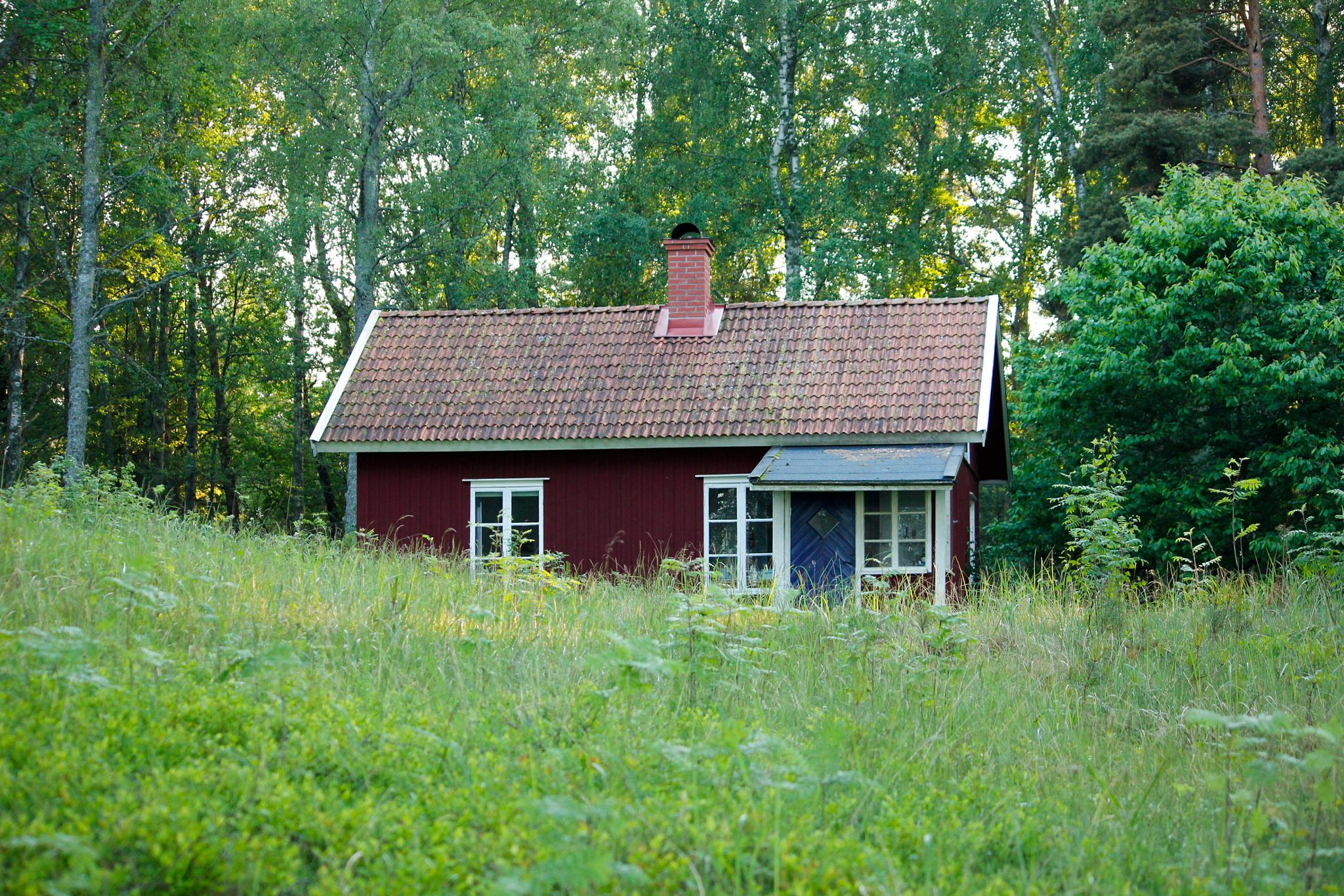 Old schoolhouse by Vanerpaddel