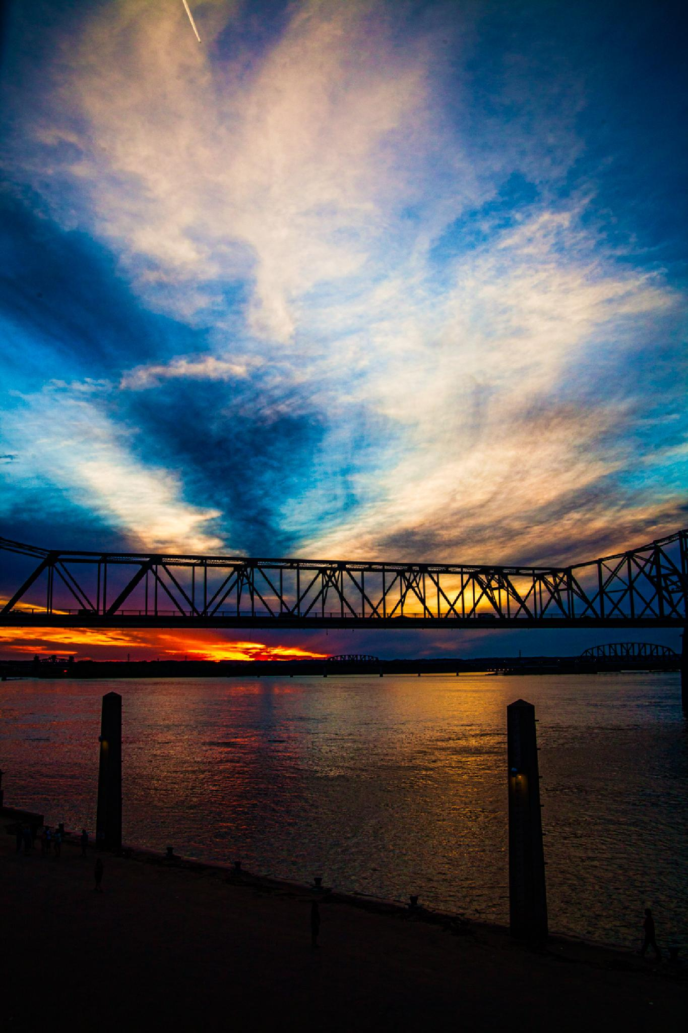 Ohio River Sunset by Gene Linzy