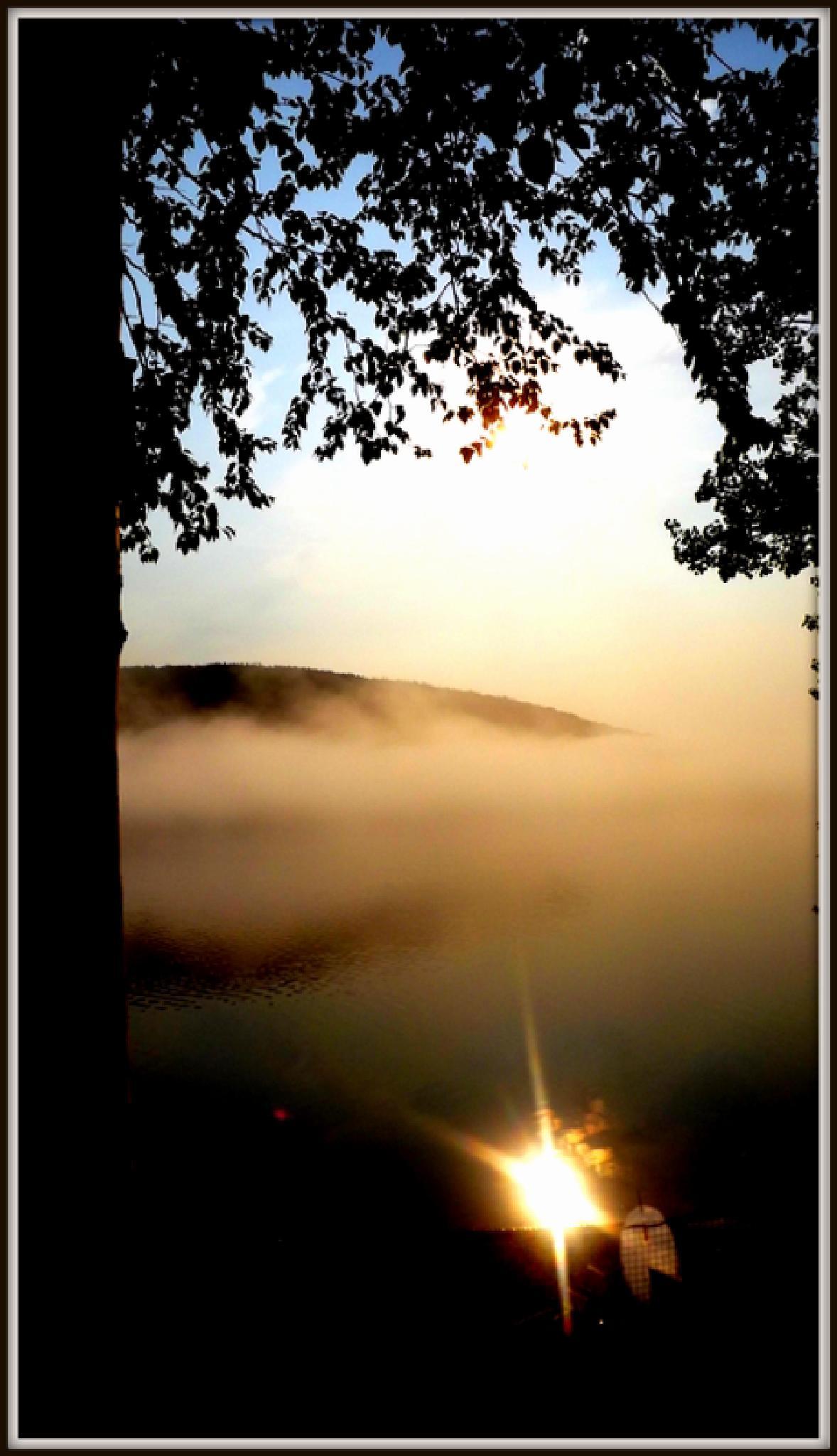 Reflection sur le Lac Pohénégamook by real.michaud.5036
