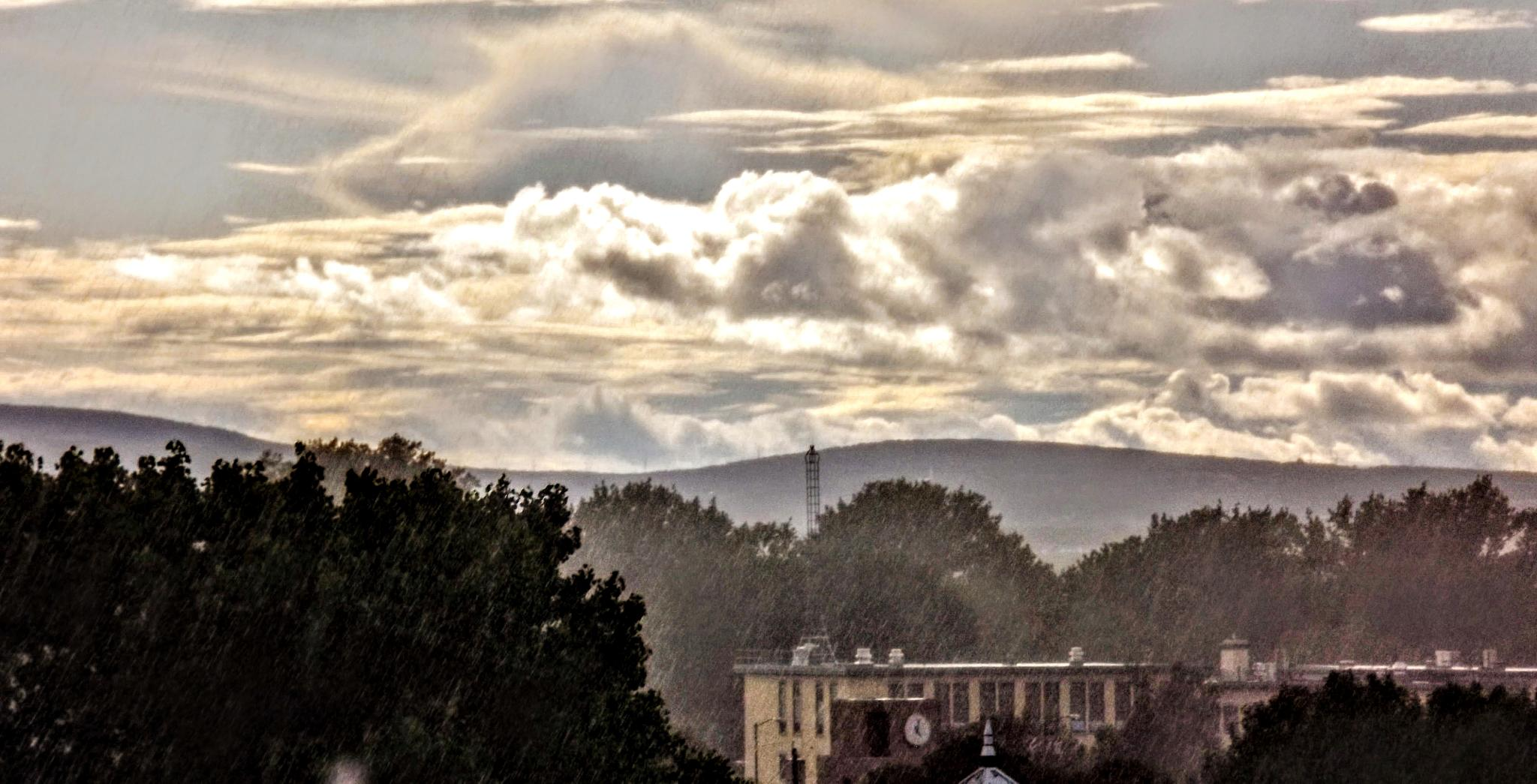 Rain on Quebec city by real.michaud.5036