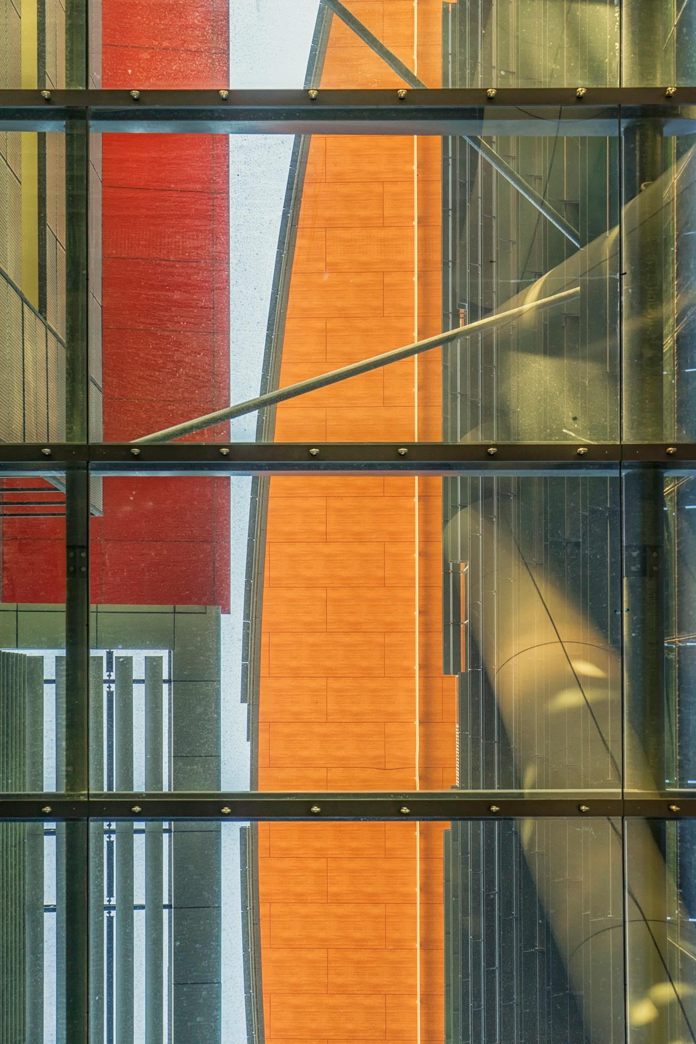 Red and Orange, high up. by ensbassatt
