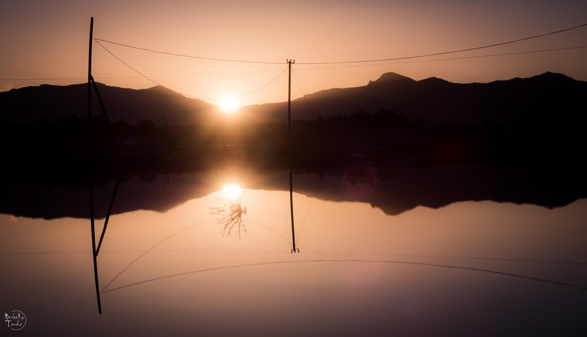 """""""La luz que todo lo da, reflejos en el agua"""" by Maikeru Tenshi"""