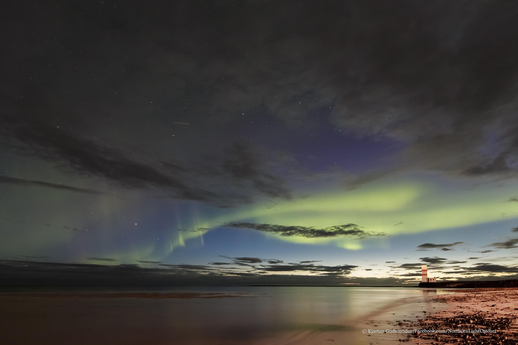 August Aurora, Garðskagi. by Kjartan Gudmundur Juliusson