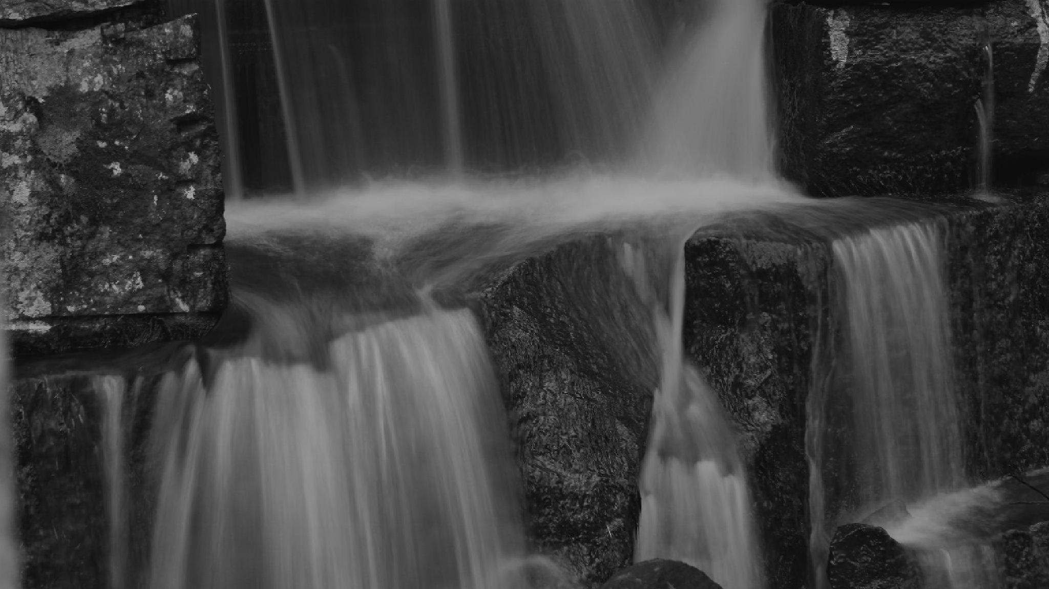 Silky waterfall by Sven Årnes